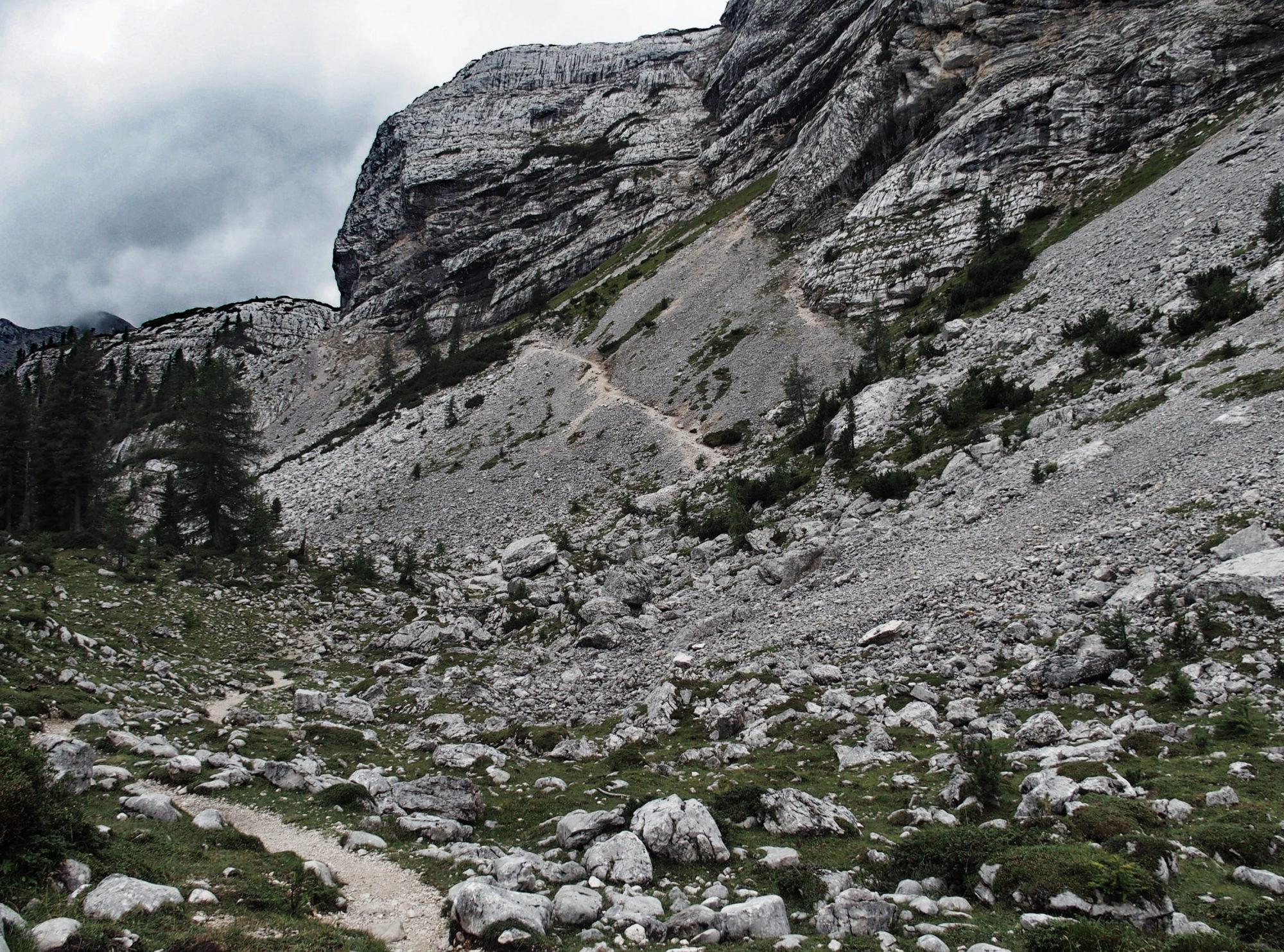 Die Bergwelt wird schroffer