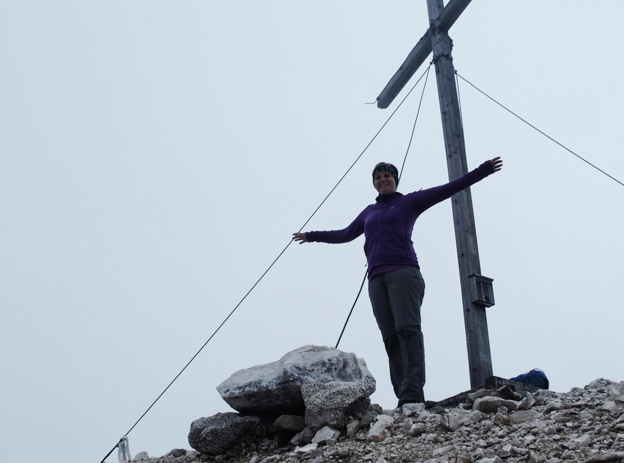 Geschafft! Glücklich am Gipfelkreuz