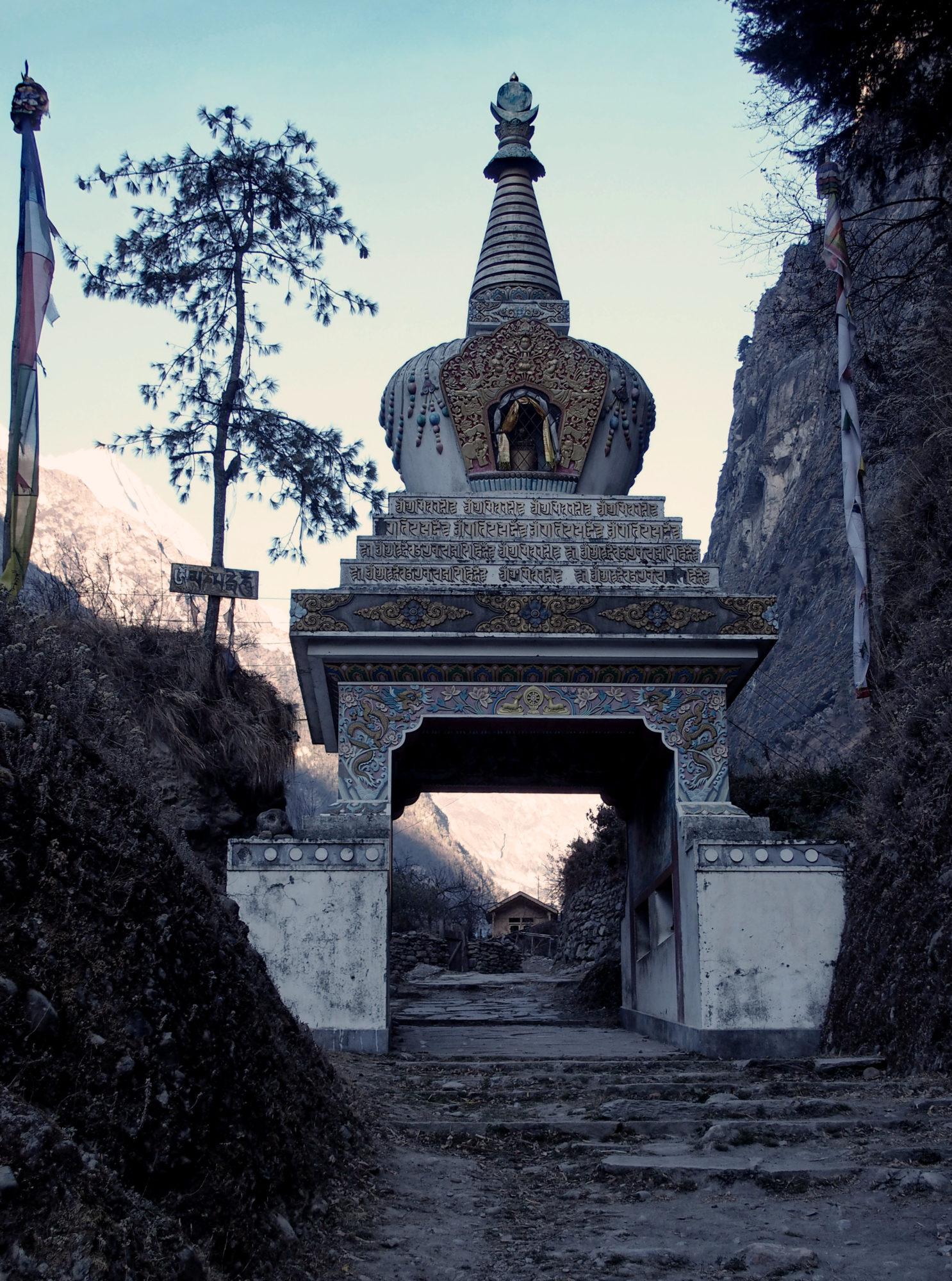 Stupa am Ausgang von Chame