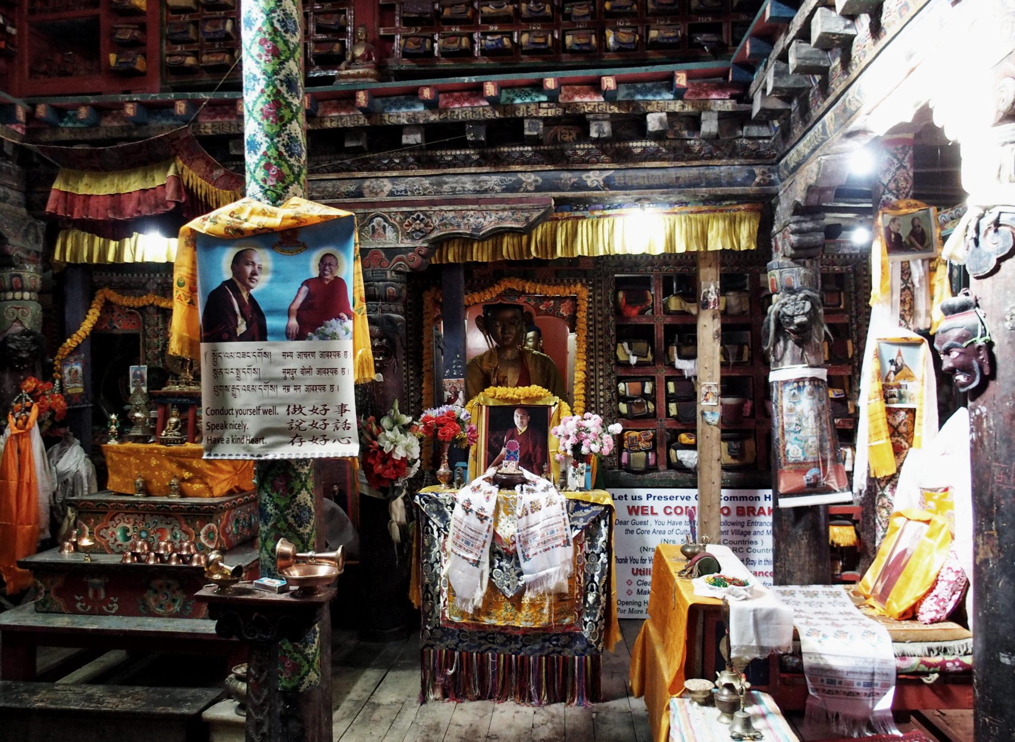 Der Innenraum der Gompa in Braka