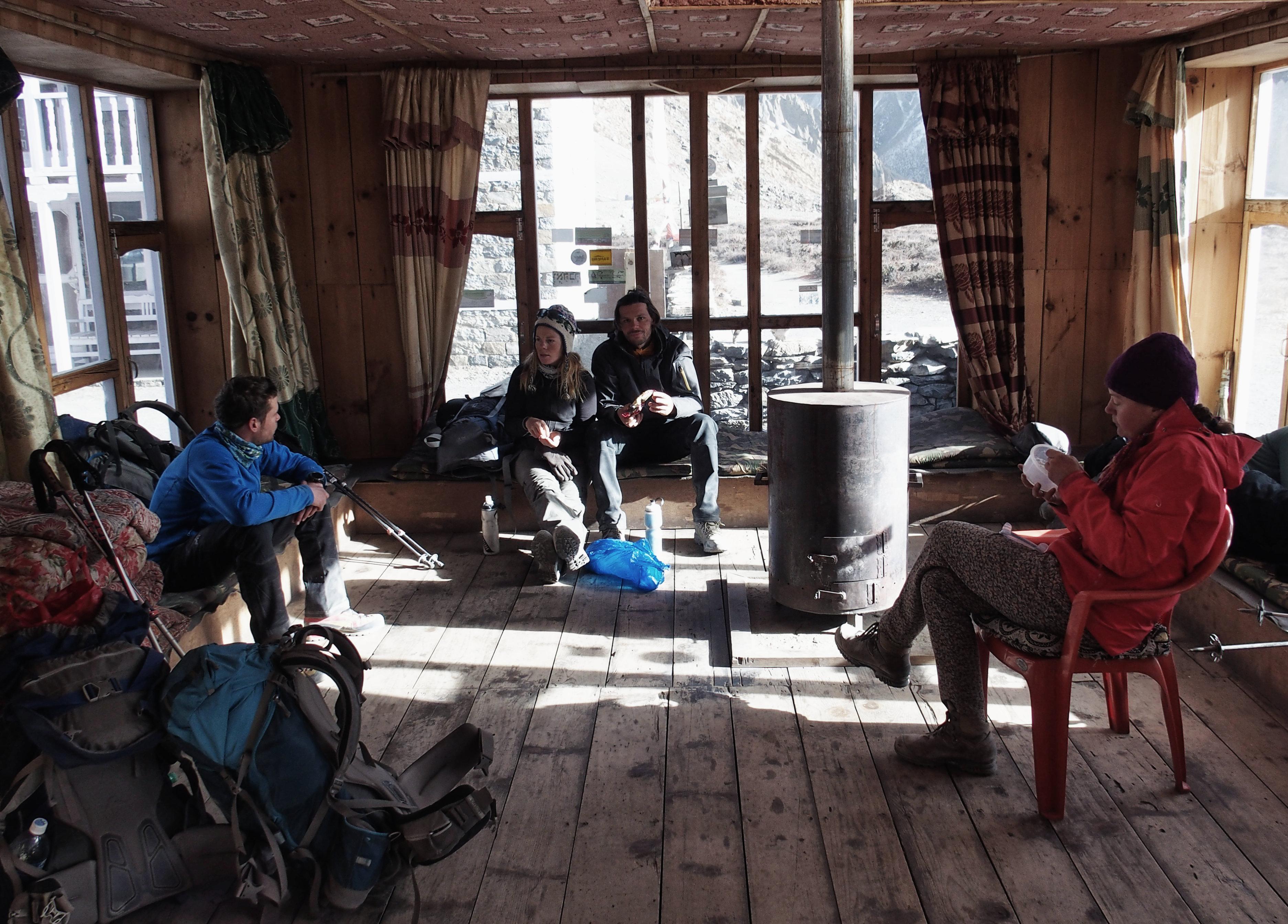 Aufwärmen im Tilicho Base Camp