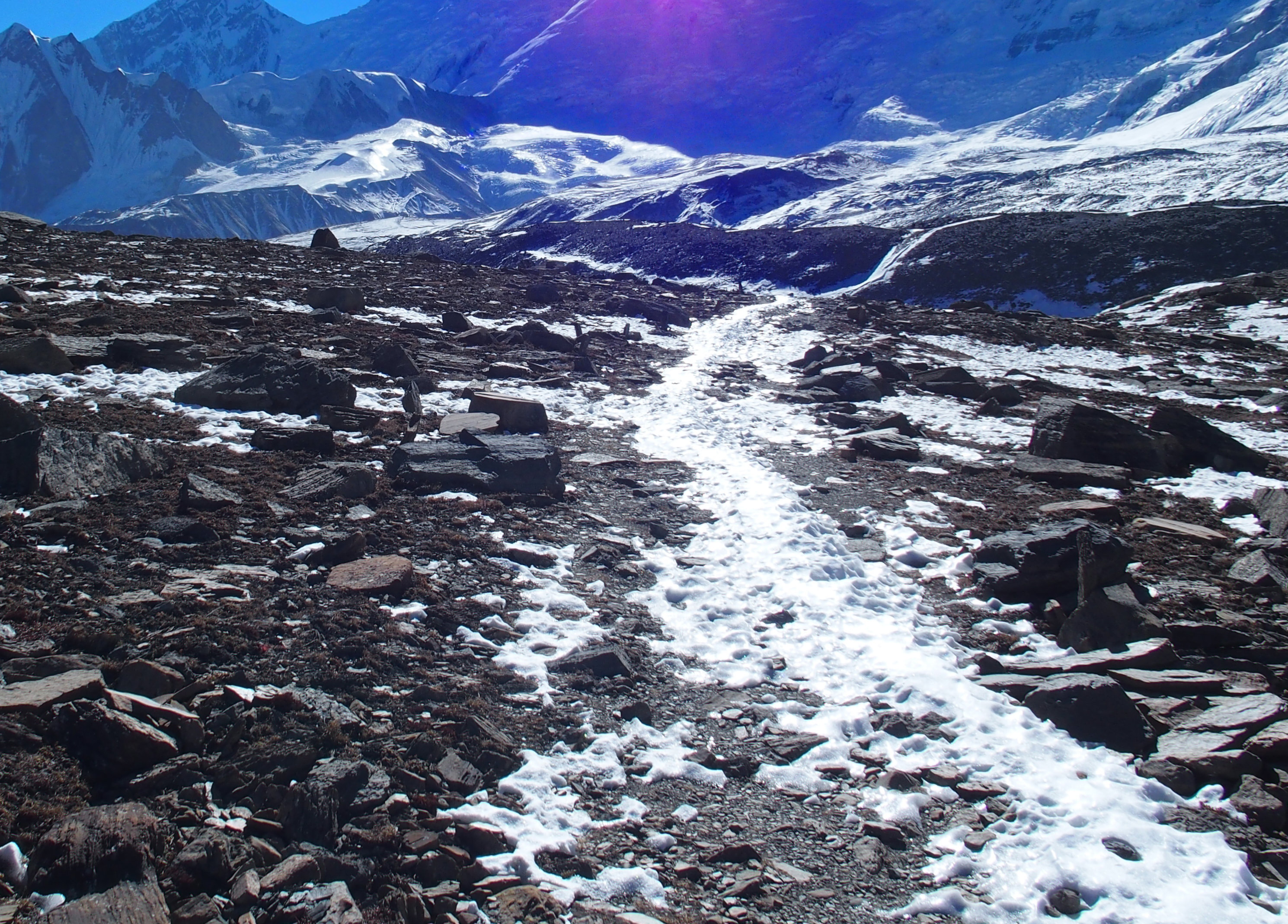 Schneebedeckter letzter Abschnitt zum Tilicho See