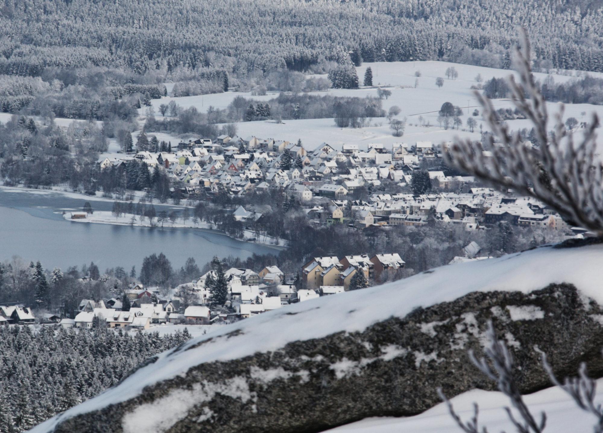 Verschneite Aussicht vom Rudolfstein auf Weißenstadt