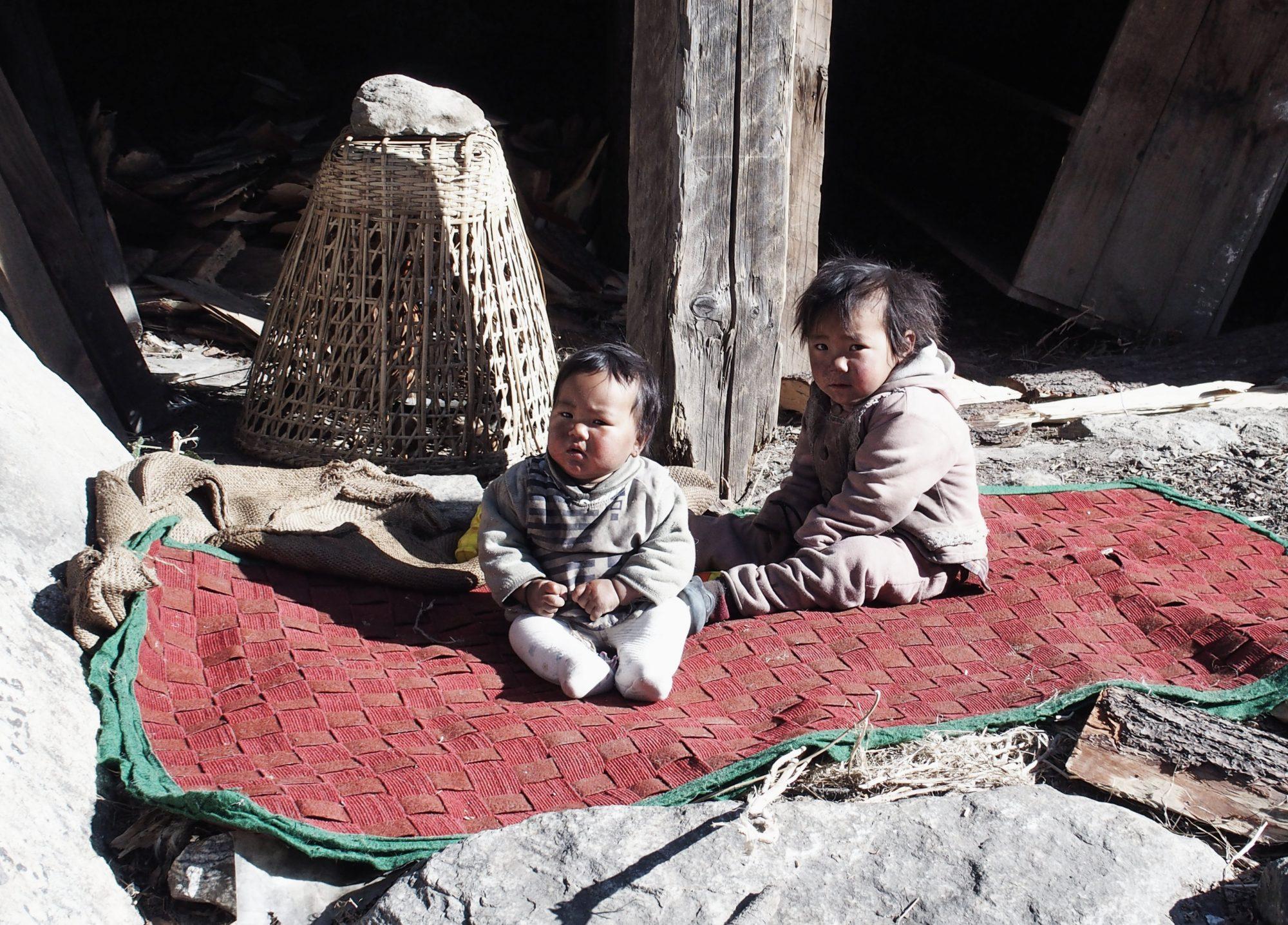 Kinder auf dem Annapurna Circuit