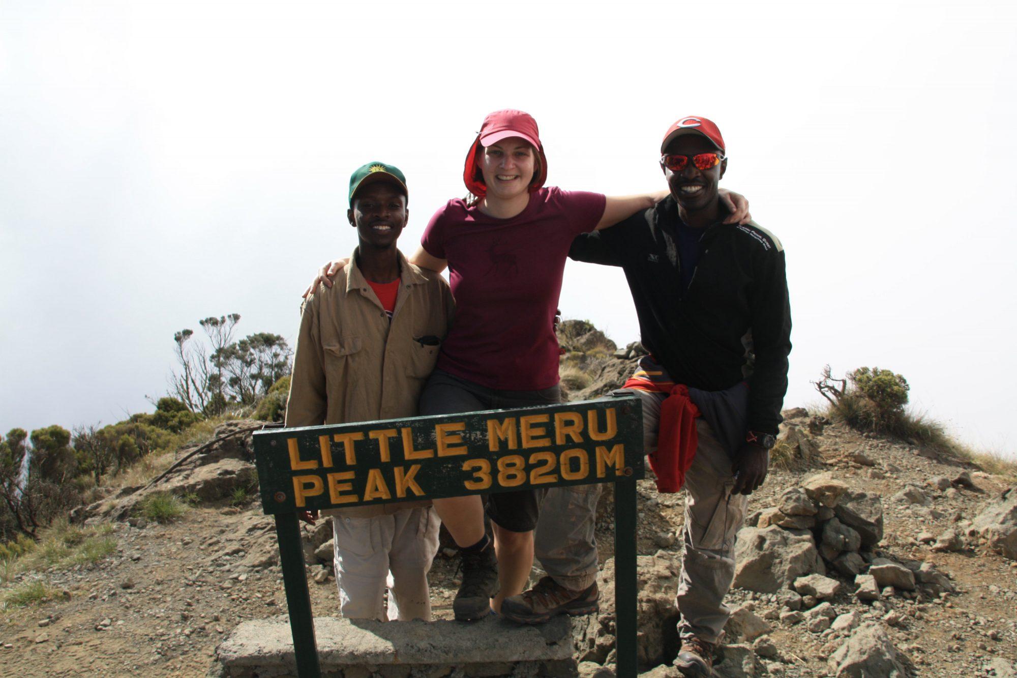 Gipfelfoto am Little Meru, Mount Meru, Regenwald, Arusha Nationalpark, Tansania, Afrika
