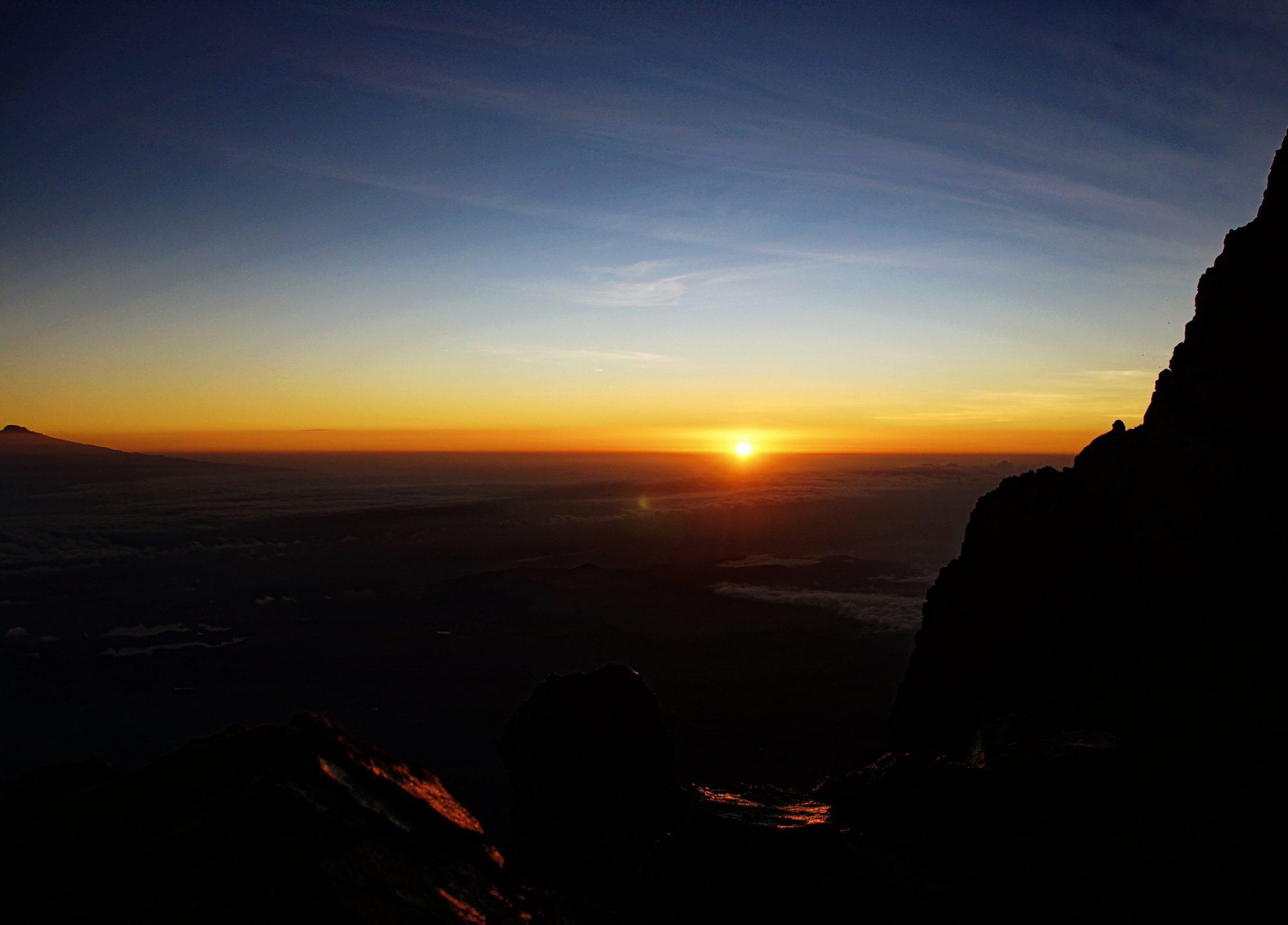 Sonnenaufgang am Mount Meru, Regenwald, Arusha Nationalpark, Tansania, Afrika