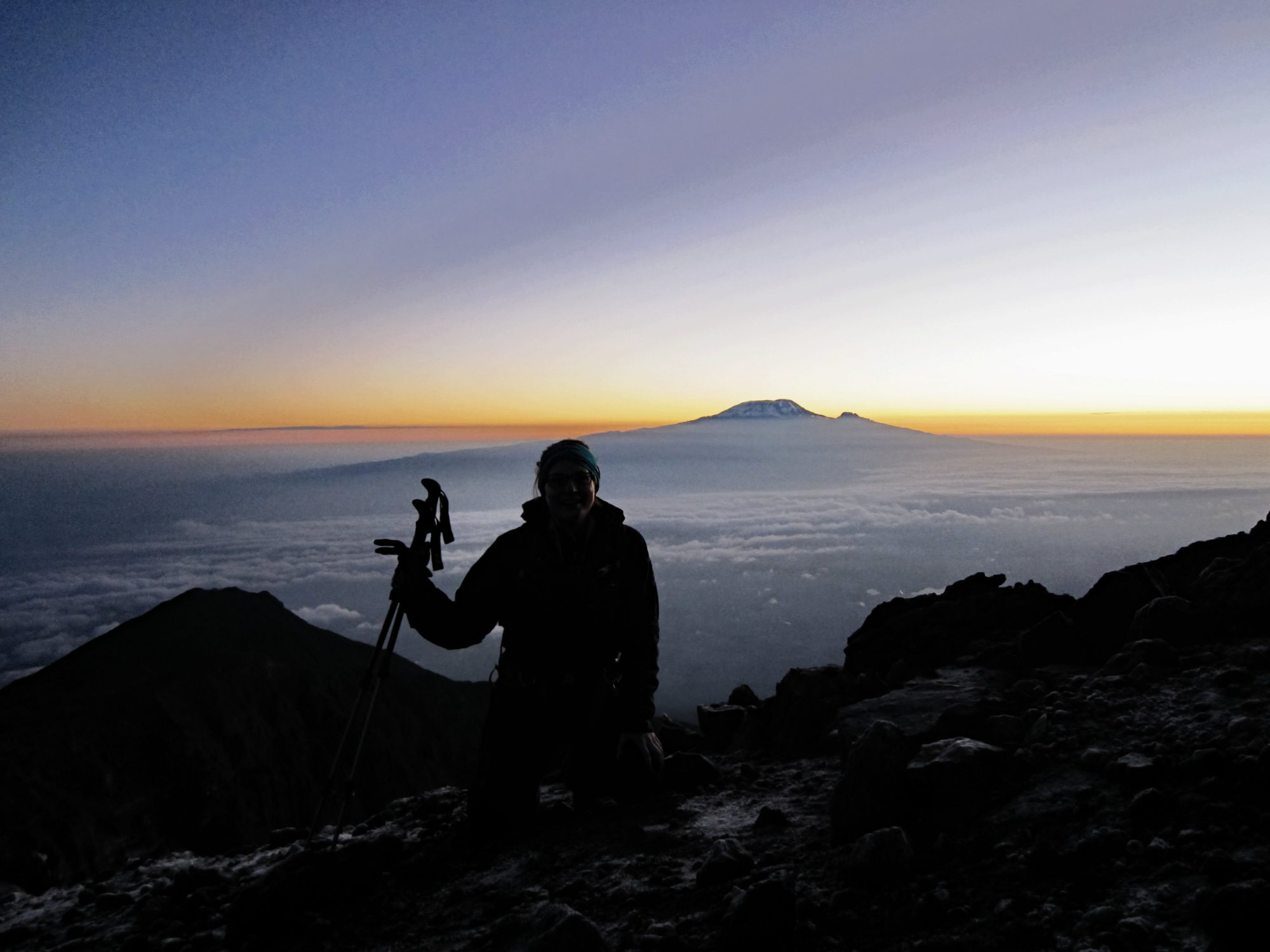 Sonnenaufgang mit Blick auf den Kilimandscharo am Mount Meru, Regenwald, Arusha Nationalpark, Tansania, Afrika