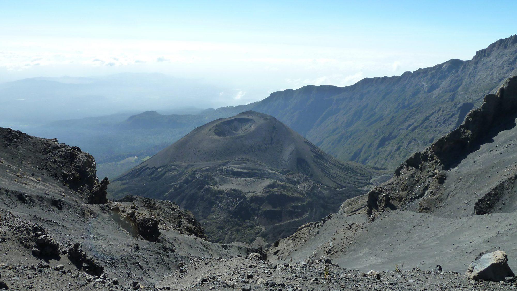 Krater am Mount Meru, Mount Meru Besteigung, Tour, Erfahrungsbericht, Afrika, Tansania, Bergtour