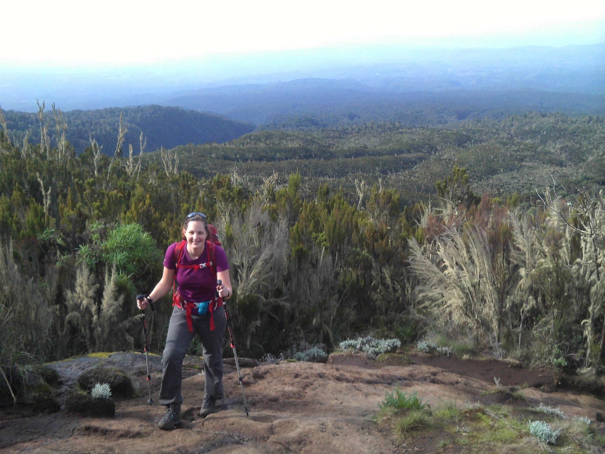 Wanderin auf der Machame Route, Kilimandscharo, Kilimandscharo besteigen, Tansania, Afrika, Kilimandscharo Tour, Erfahrungsbericht, Machame Route