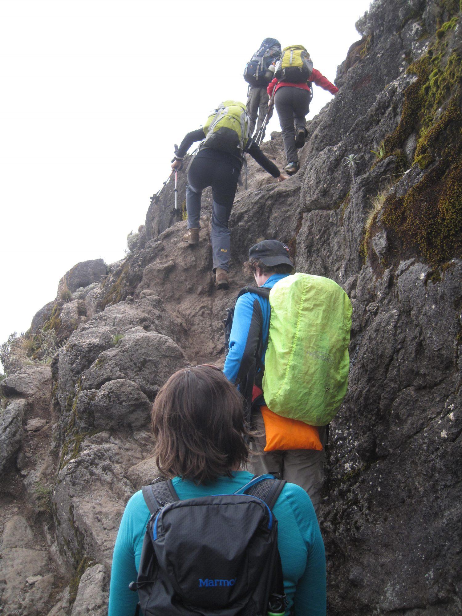 Steiler Abschnitt auf der Machame Route, Kilimandscharo, Kilimandscharo besteigen, Tansania, Afrika, Kilimandscharo Tour, Erfahrungsbericht, Machame Route