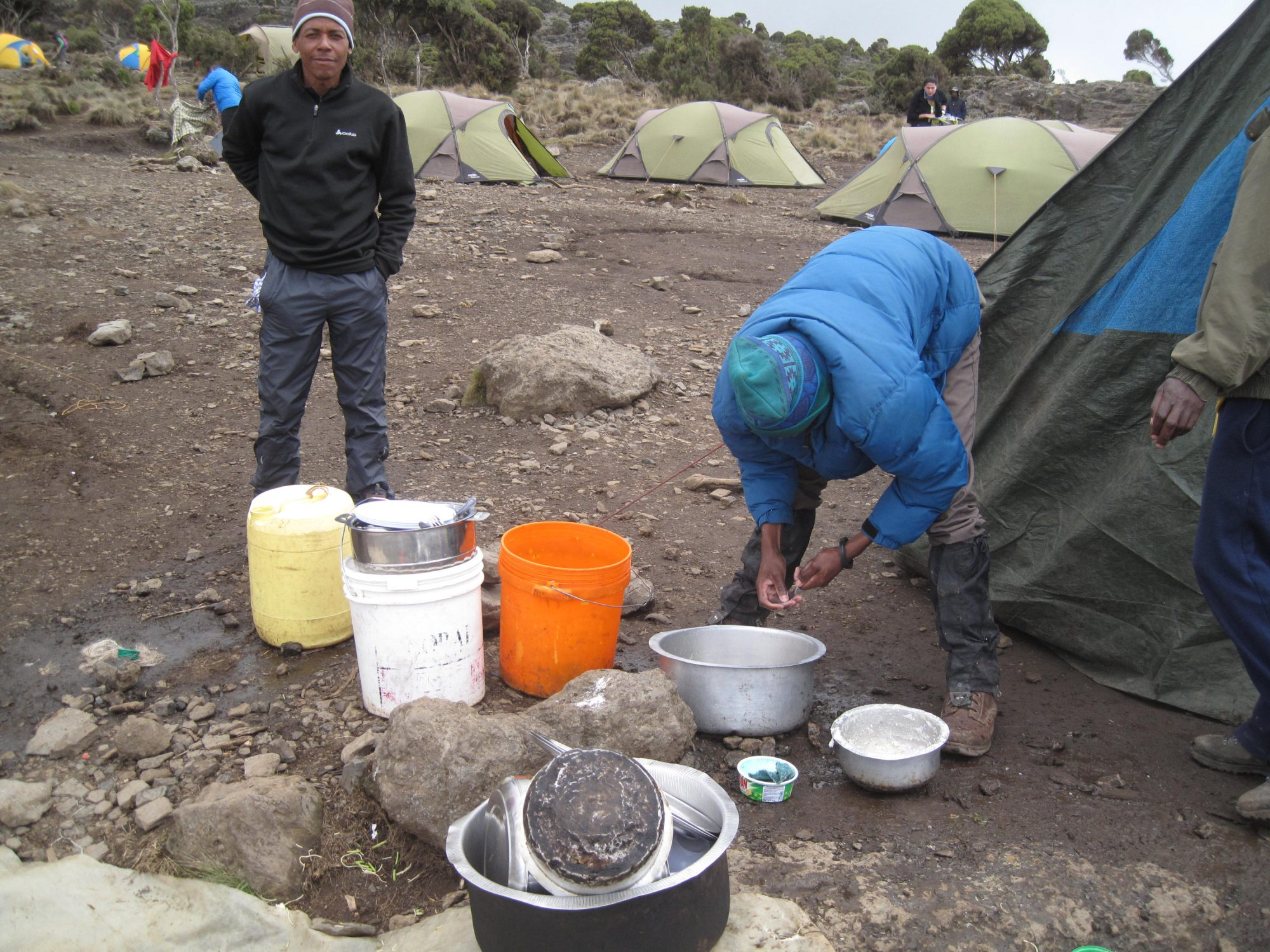Abwasch am Kilimandscharo, Kilimandscharo, Kilimandscharo besteigen, Tansania, Afrika, Kilimandscharo Tour, Erfahrungsbericht, Machame Route