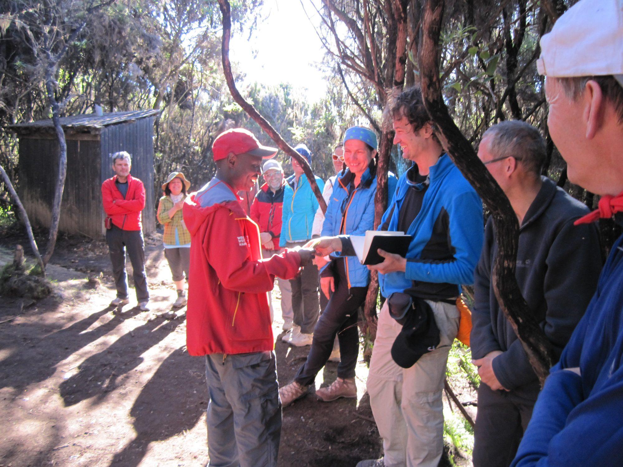 Abschiedszeremonie Kilimandscharo, Kilimandscharo besteigen, Tansania, Afrika, Kilimandscharo Tour, Erfahrungsbericht, Machame Route