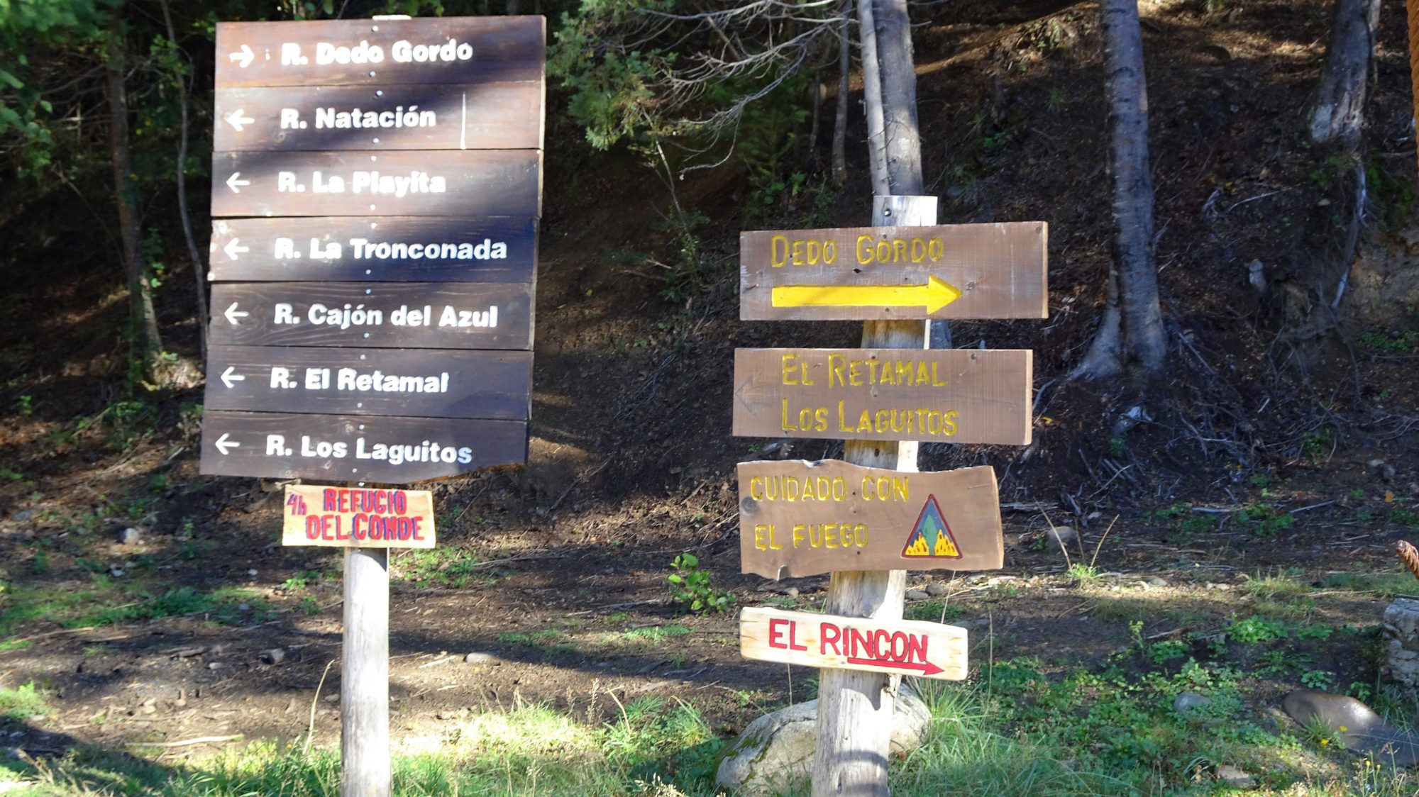Fjella El Bolson Wanderung Patagonien Warton Dedo Gordo Encanto Blanco Wanderroute Wandern Wegweiser Warton