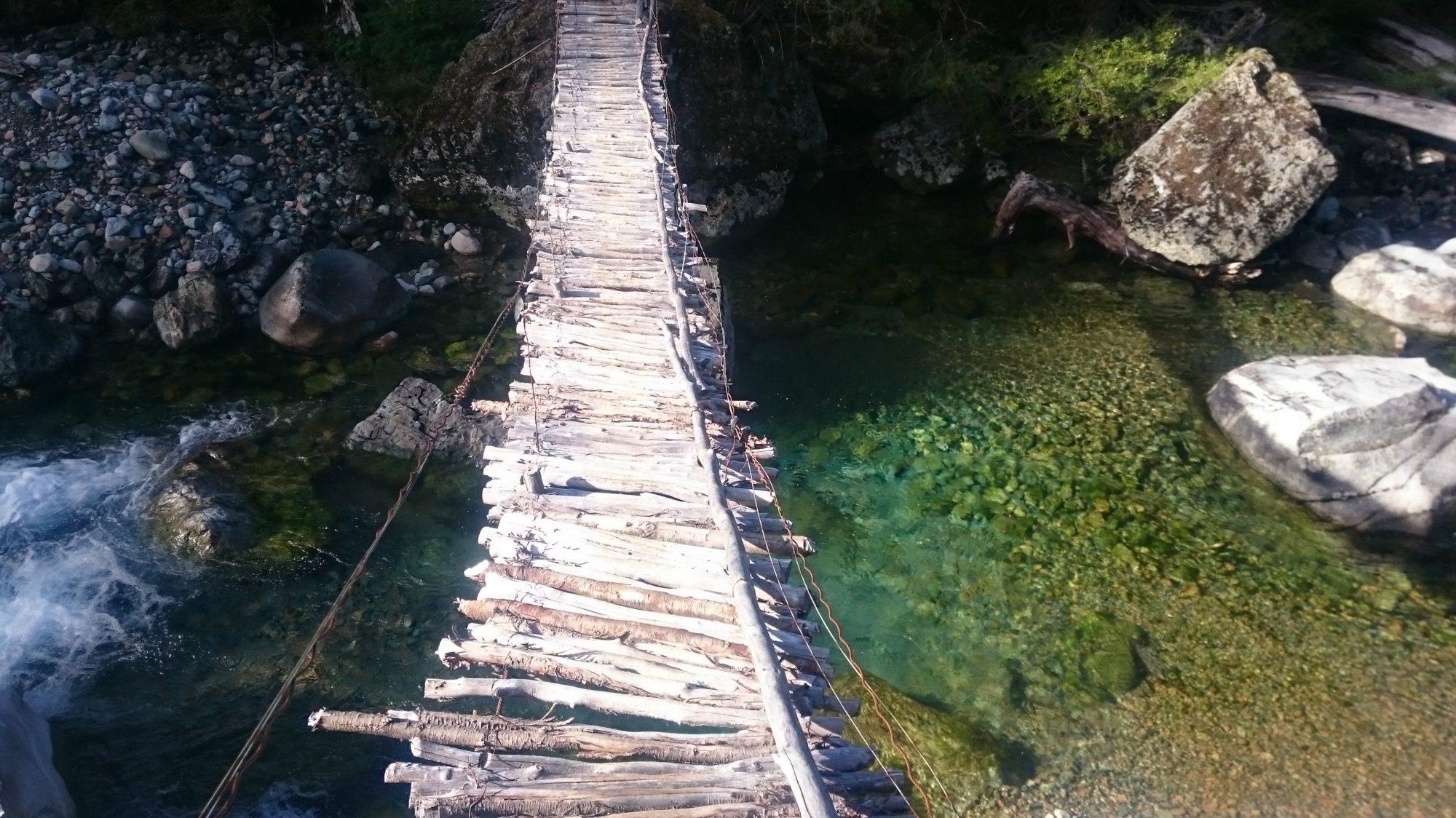 Fjella El Bolson Brücke Encanto Blanco Wanderung Patagonien Warton Dedo Gordo Encanto Blanco Wanderroute Wandern