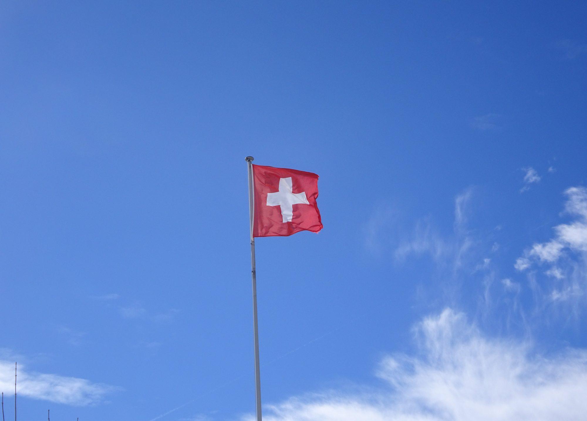 Schweiz, Luzern, Zürich, Rigi, Winterwanderung, Flagge Schweiz