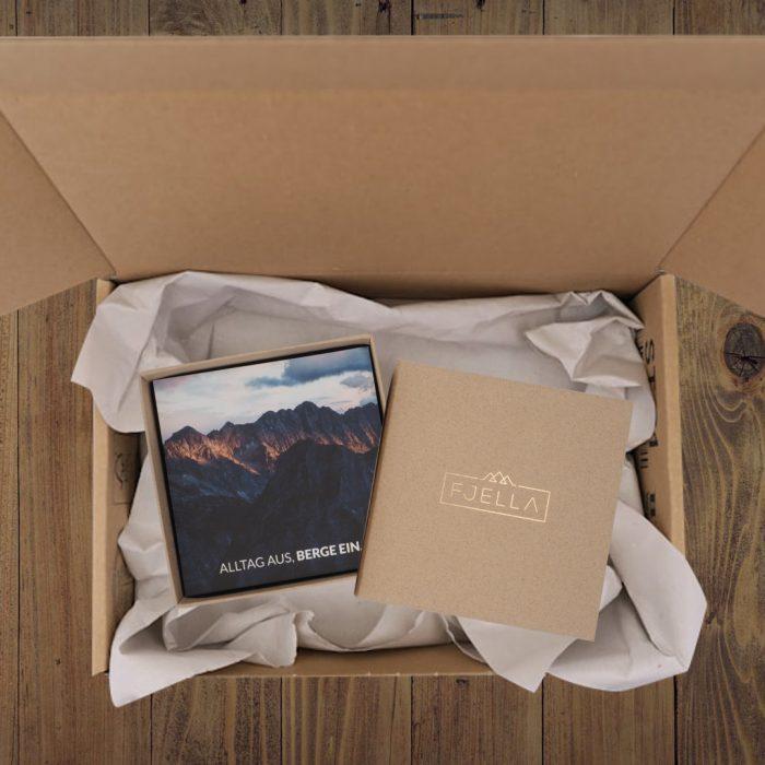 Fjella Bergweh Schachtel mit Karton Webseite Quadratisch 2021