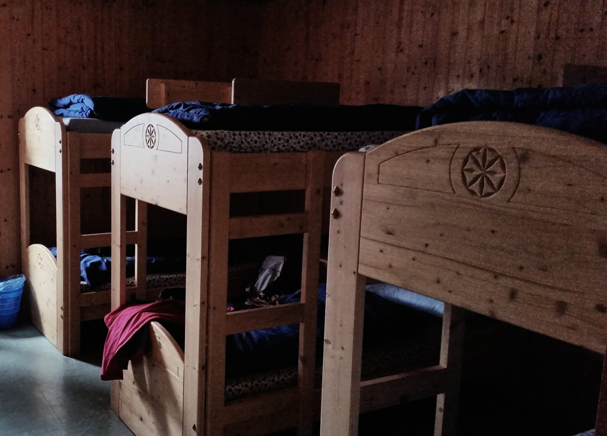 Matratzenlager, In 10 Schritten fit fürs Hüttenleben, Tipps Hüttentour, Tipps Hüttenübernachtung, Alpenüberquerung, Alpenvereinshütte, Übernachtung Hütte