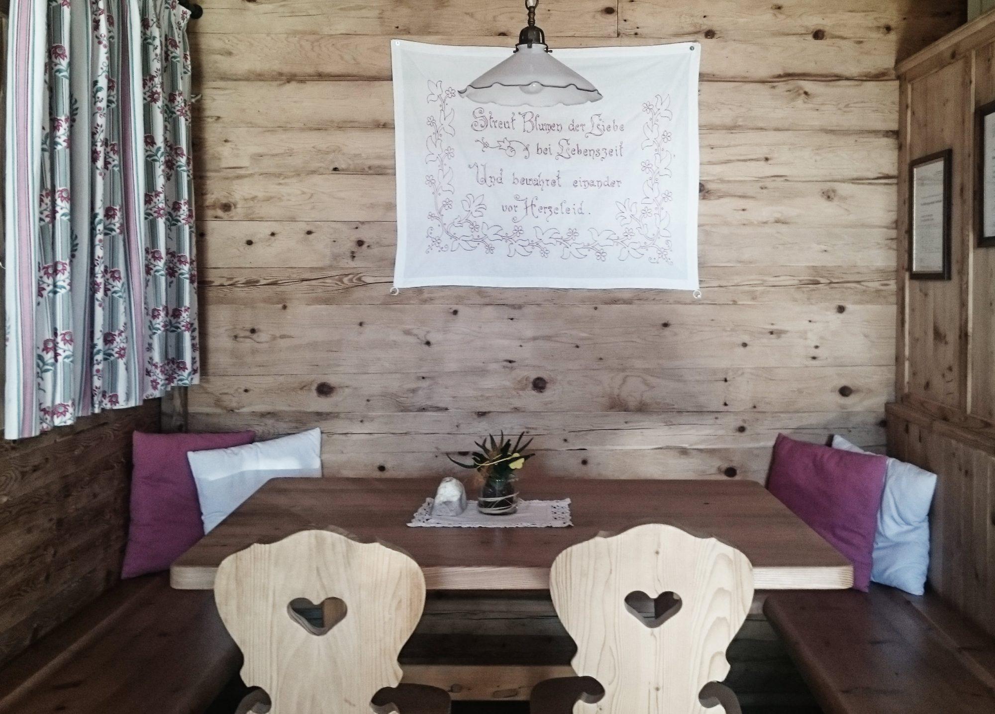 Esszimmer Hütte, In 10 Schritten fit fürs Hüttenleben, Tipps Hüttentour, Tipps Hüttenübernachtung, Alpenüberquerung, Alpenvereinshütte, Übernachtung Hütte