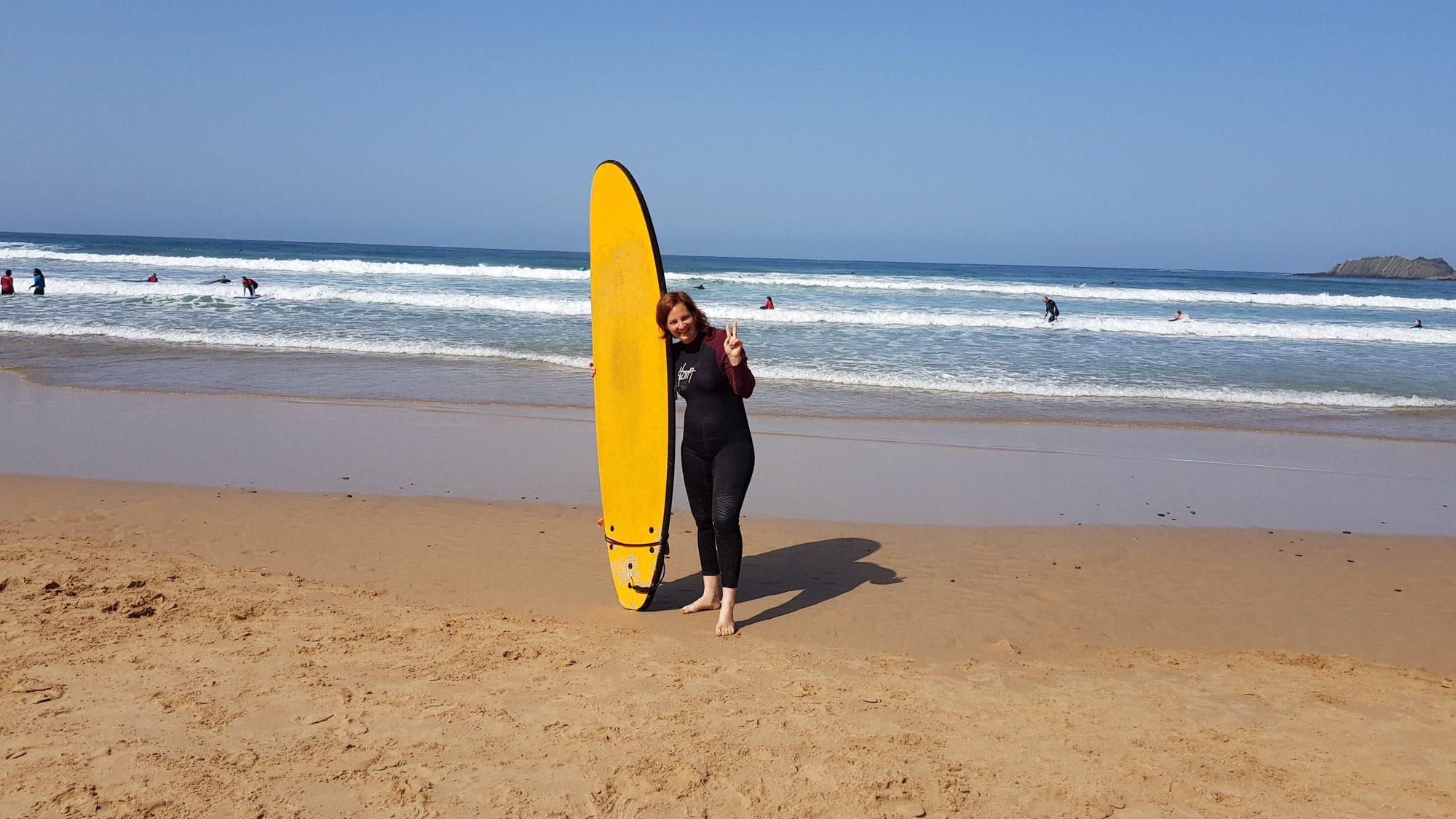 Surfing girl in Arifana