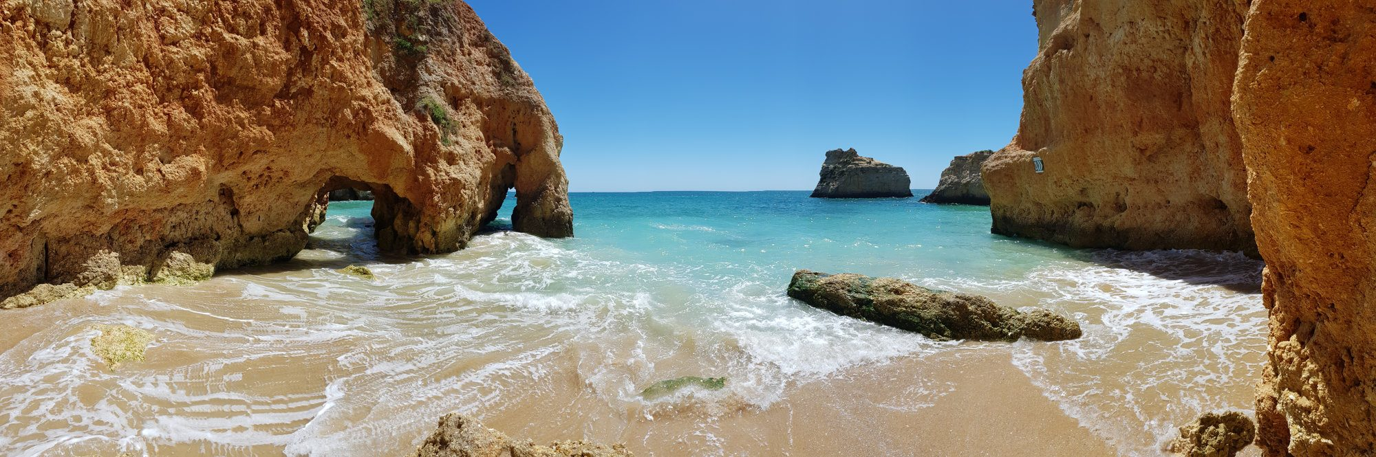 Praia dos Três Irmãos, Portugal