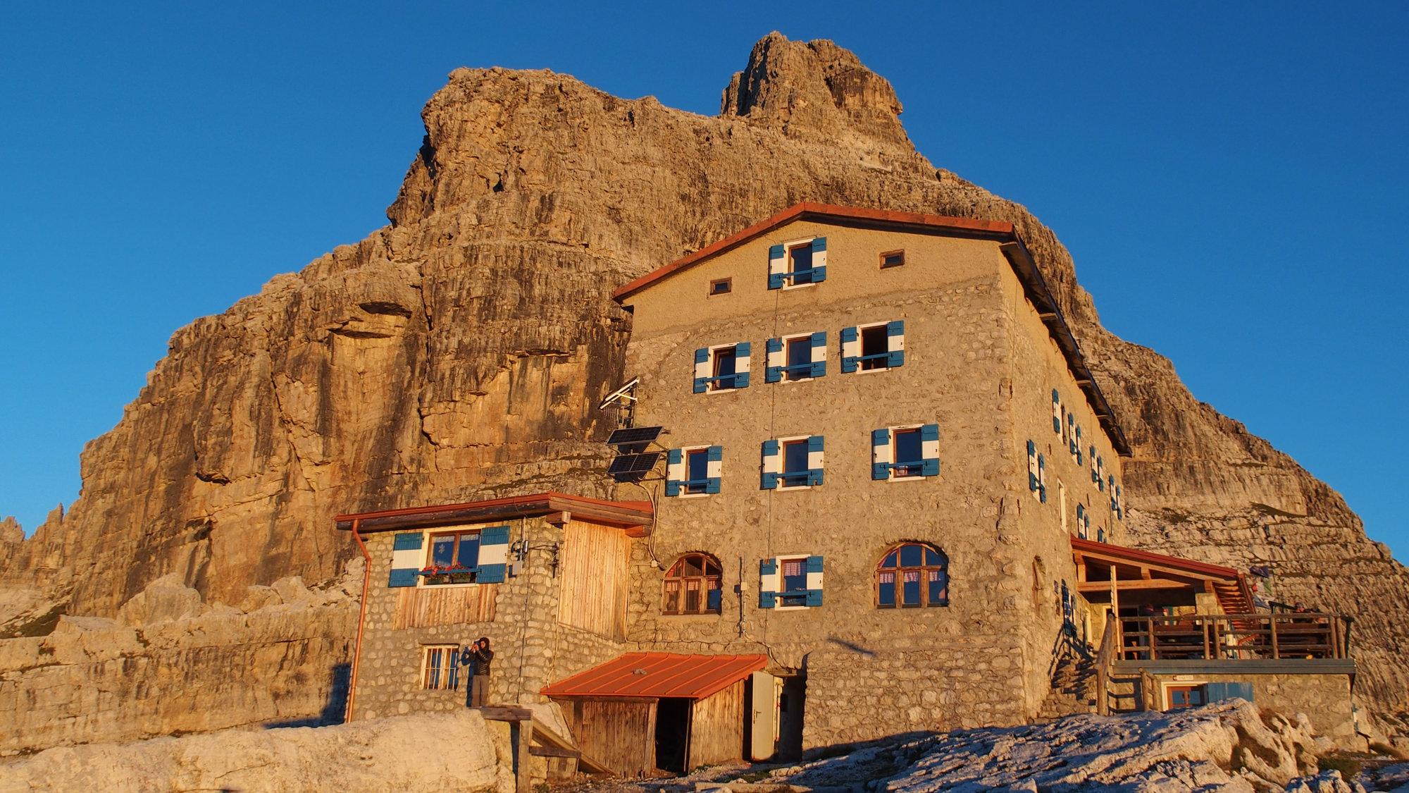 Sonnenaufgang an der Pedrotti Tosa Hütte, Brenta, Klettersteig, Dolomiten