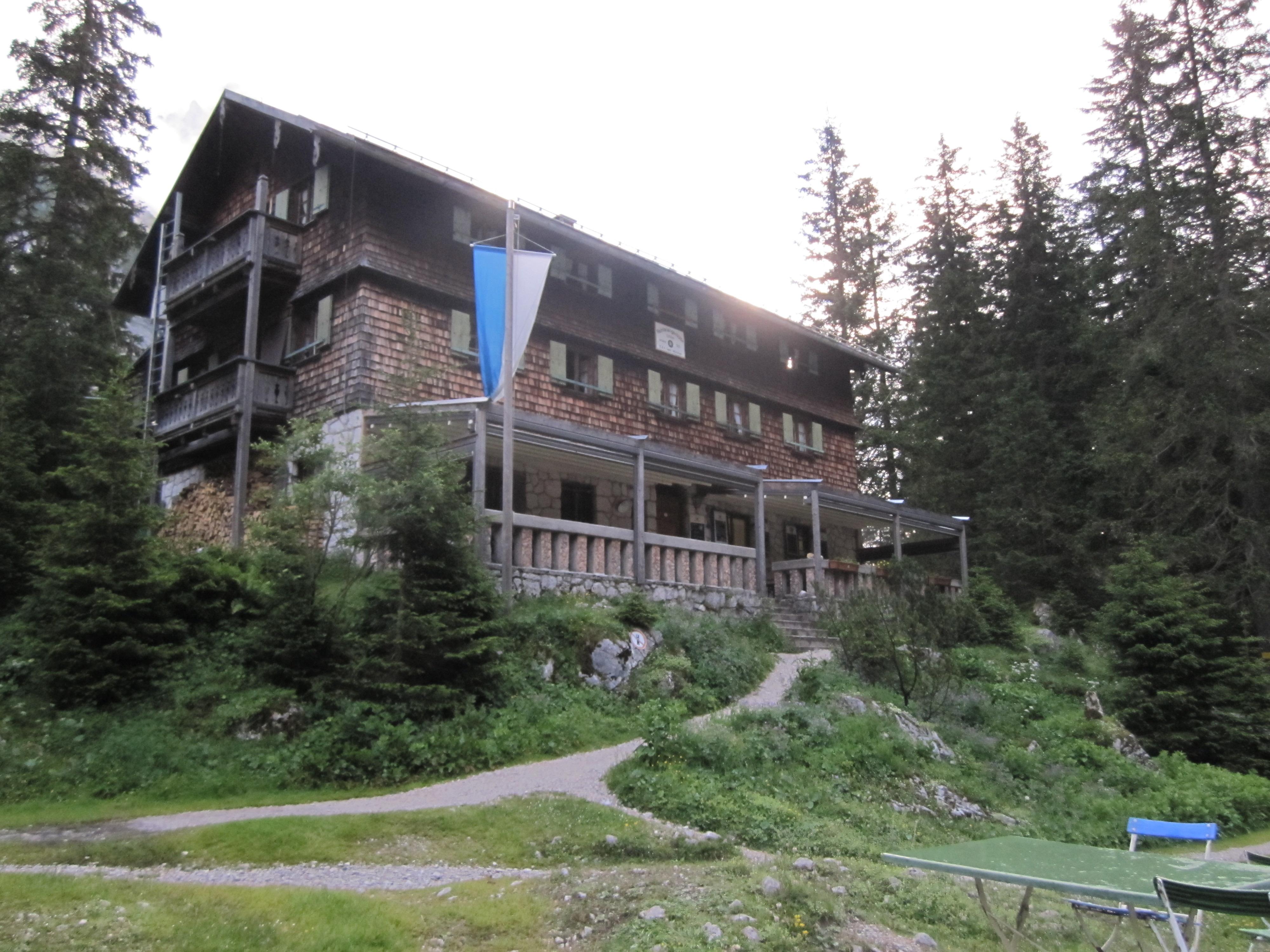 Die Reintalangerhütte, Durchs Reintal auf die Zugspitze Hüttentour Fjella