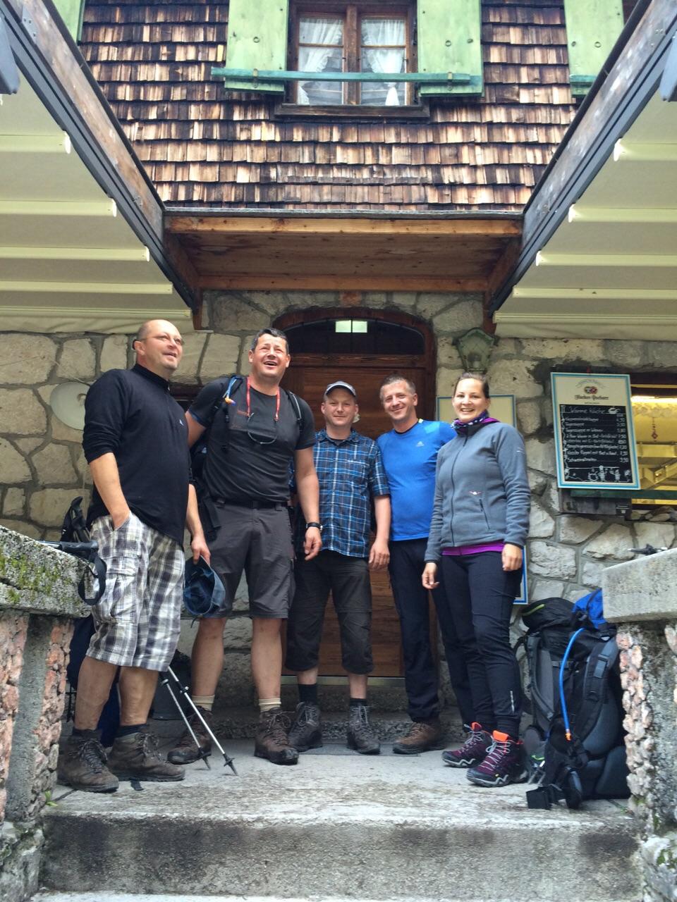 Frisch rekrutiert von meinen vier Jungs vor der Reintalangerhütte, Durchs Reintal auf die Zugspitze Hüttentour Fjella