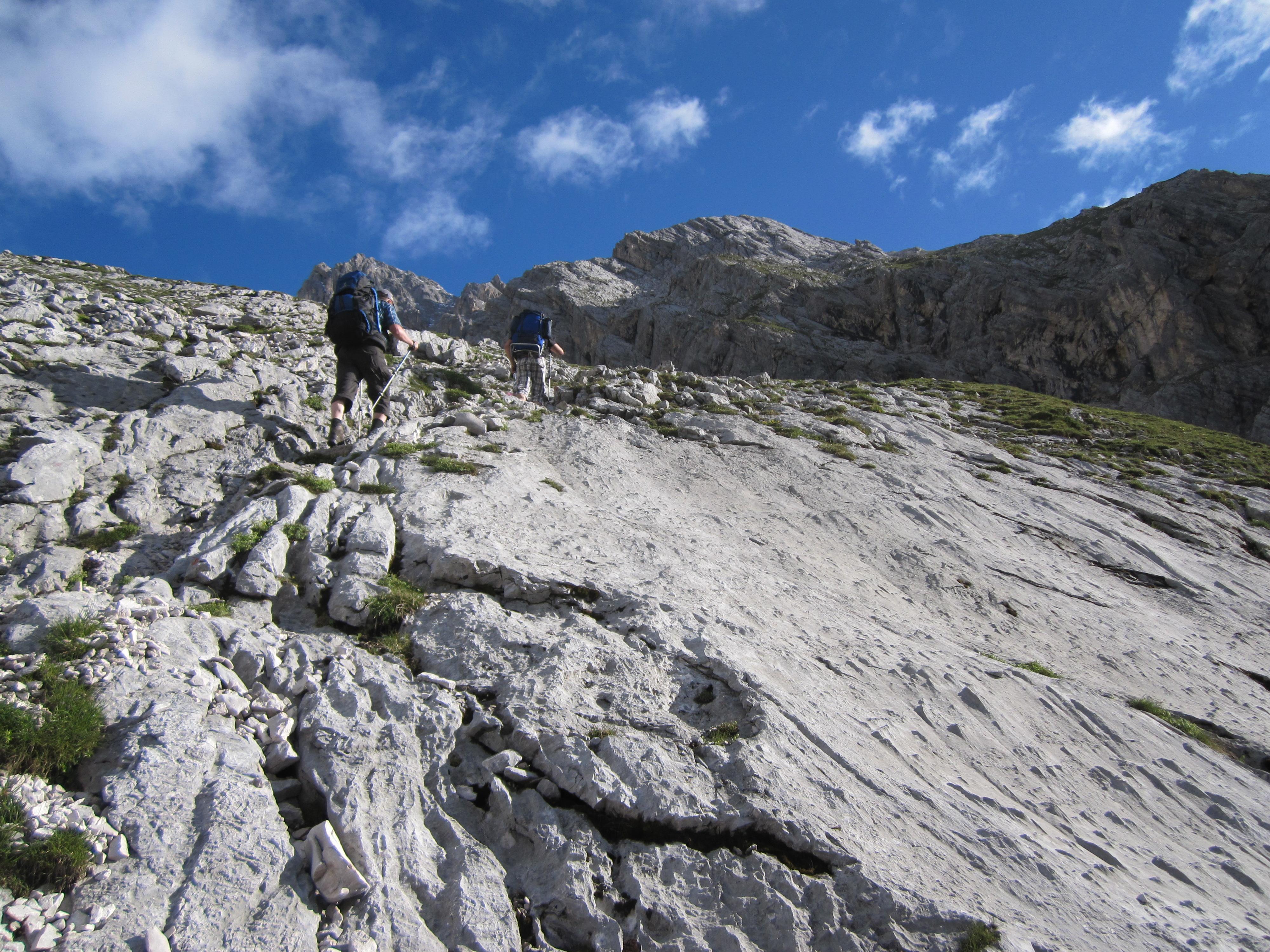 Felsige Abschnitte, Durchs Reintal auf die Zugspitze Hüttentour Fjella
