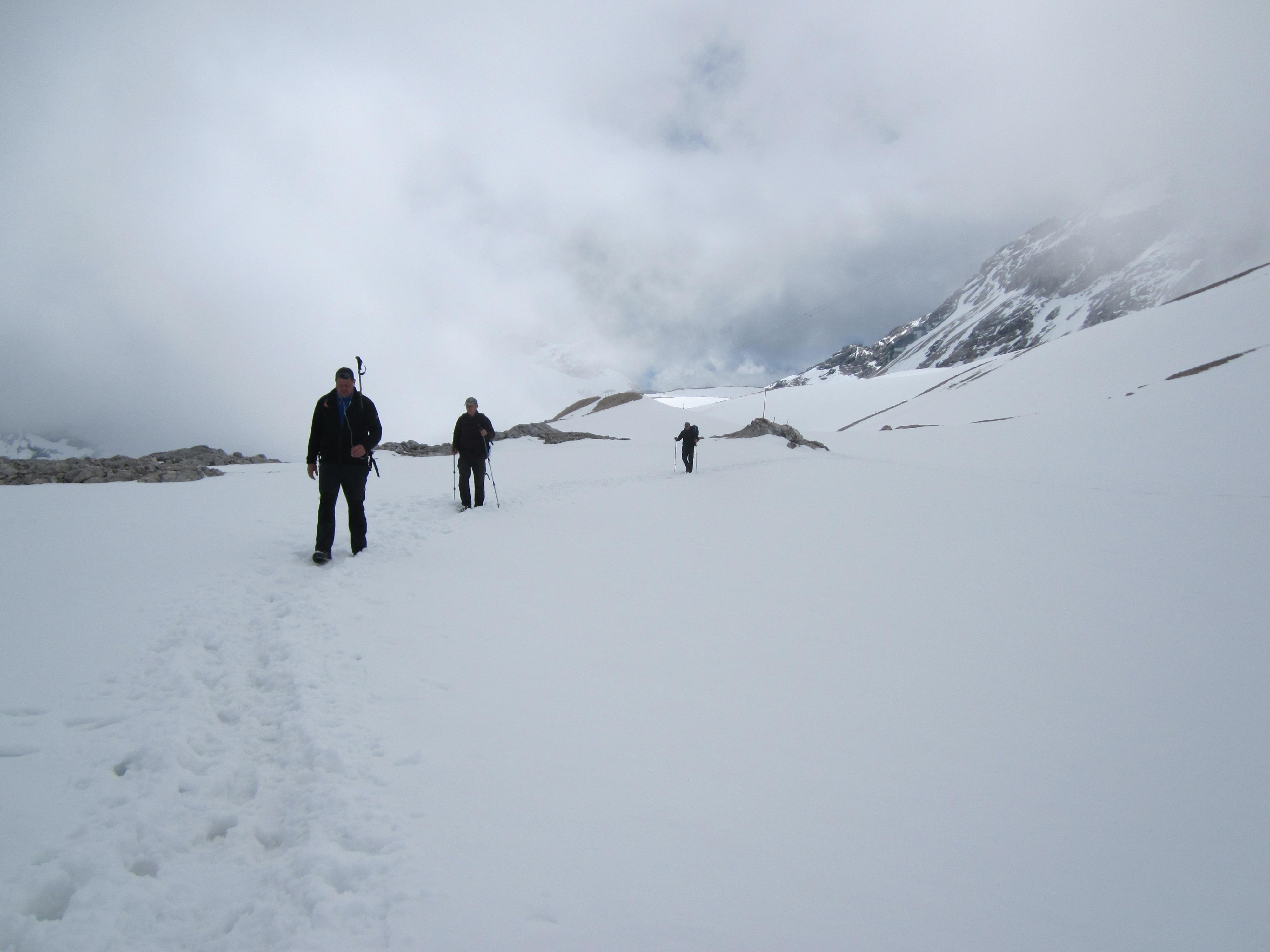 Abwärts durch den Schnee zur Knorrhütte, Durchs Reintal auf die Zugspitze Hüttentour Fjella