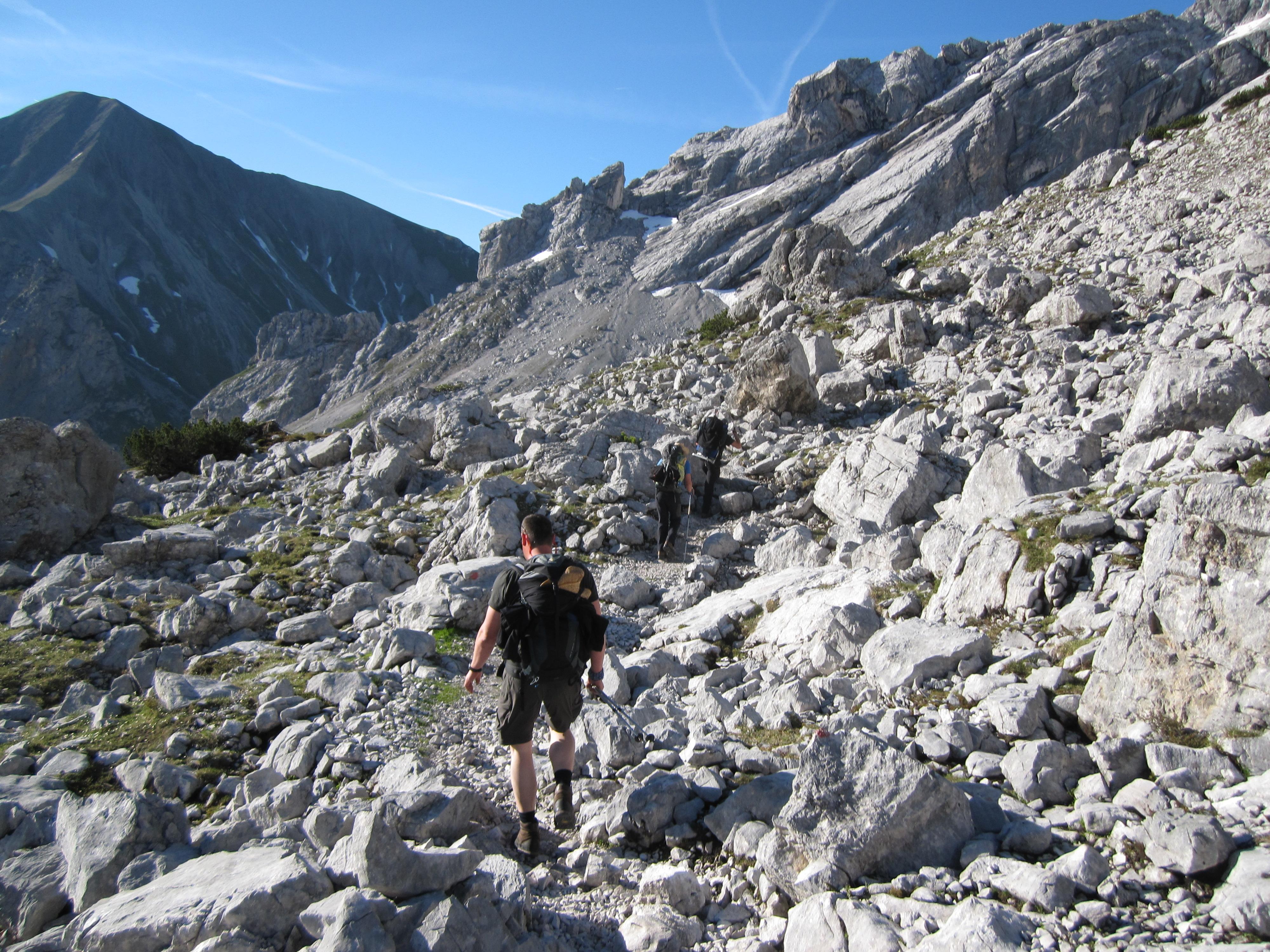 Auf dem Weg zum Gatterl, Durchs Reintal auf die Zugspitze Hüttentour Fjella