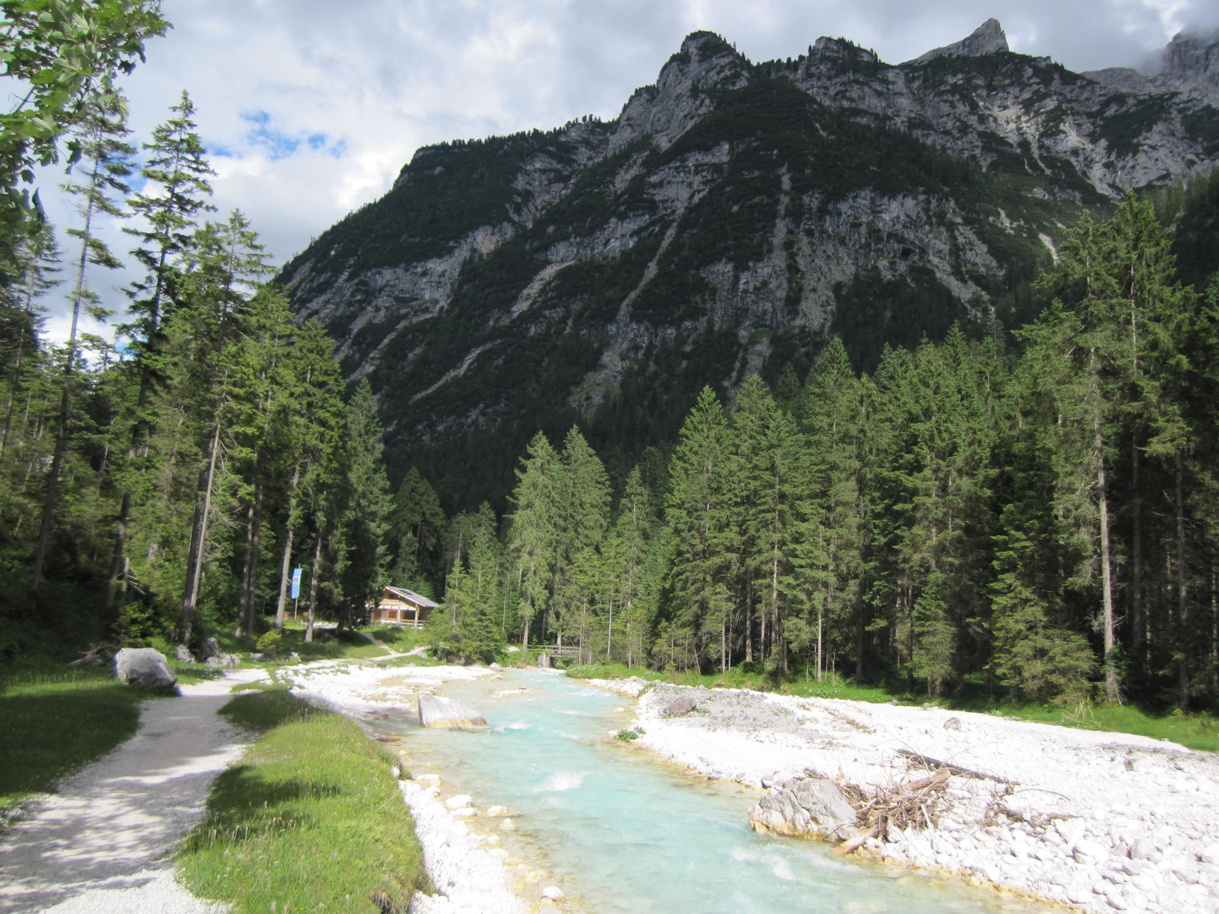 Blick zurück auf die Bockhütte, Durchs Reintal auf die Zugspitze Hüttentour Fjella