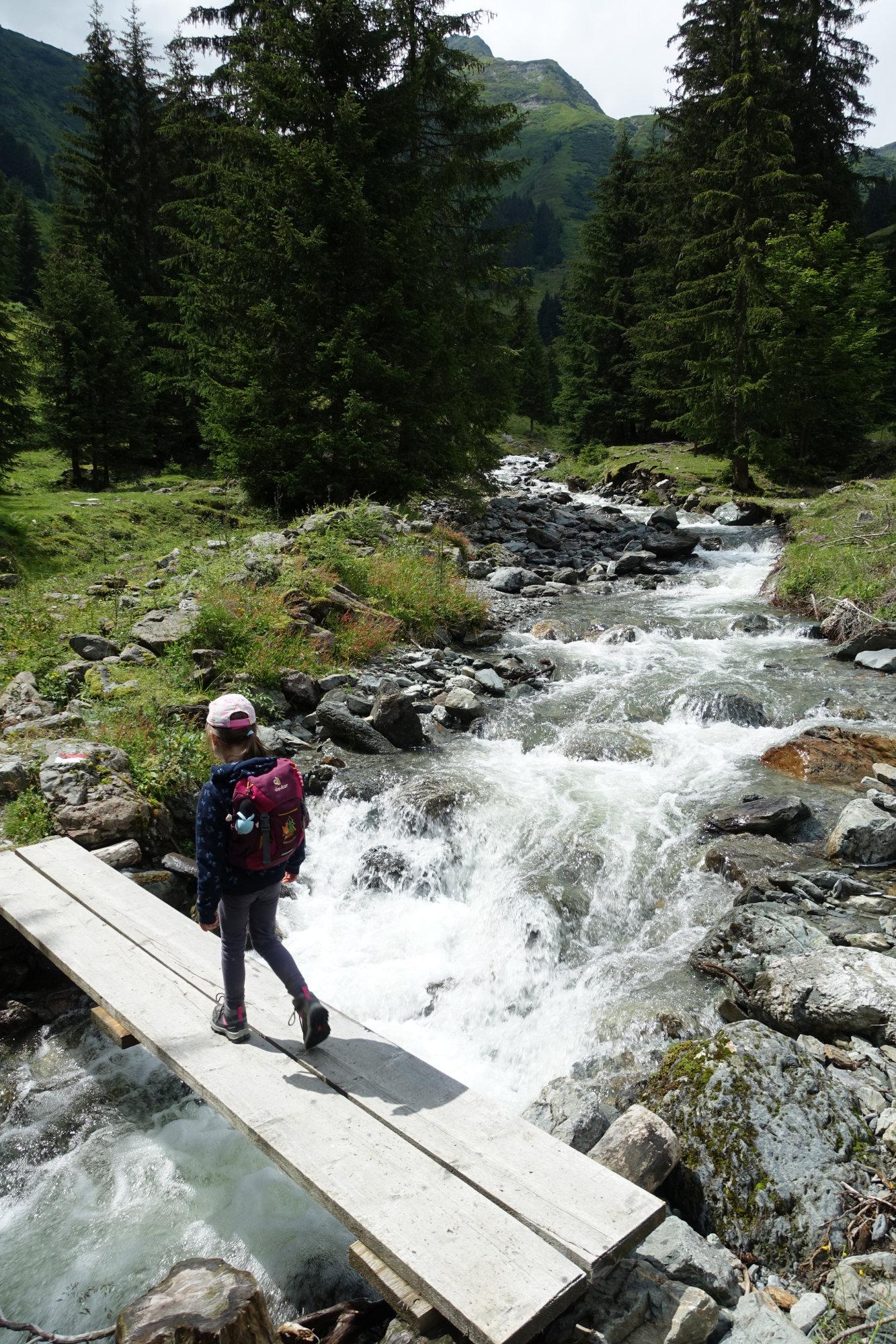Über das Wasser auf dem Talschluss Höhenweg