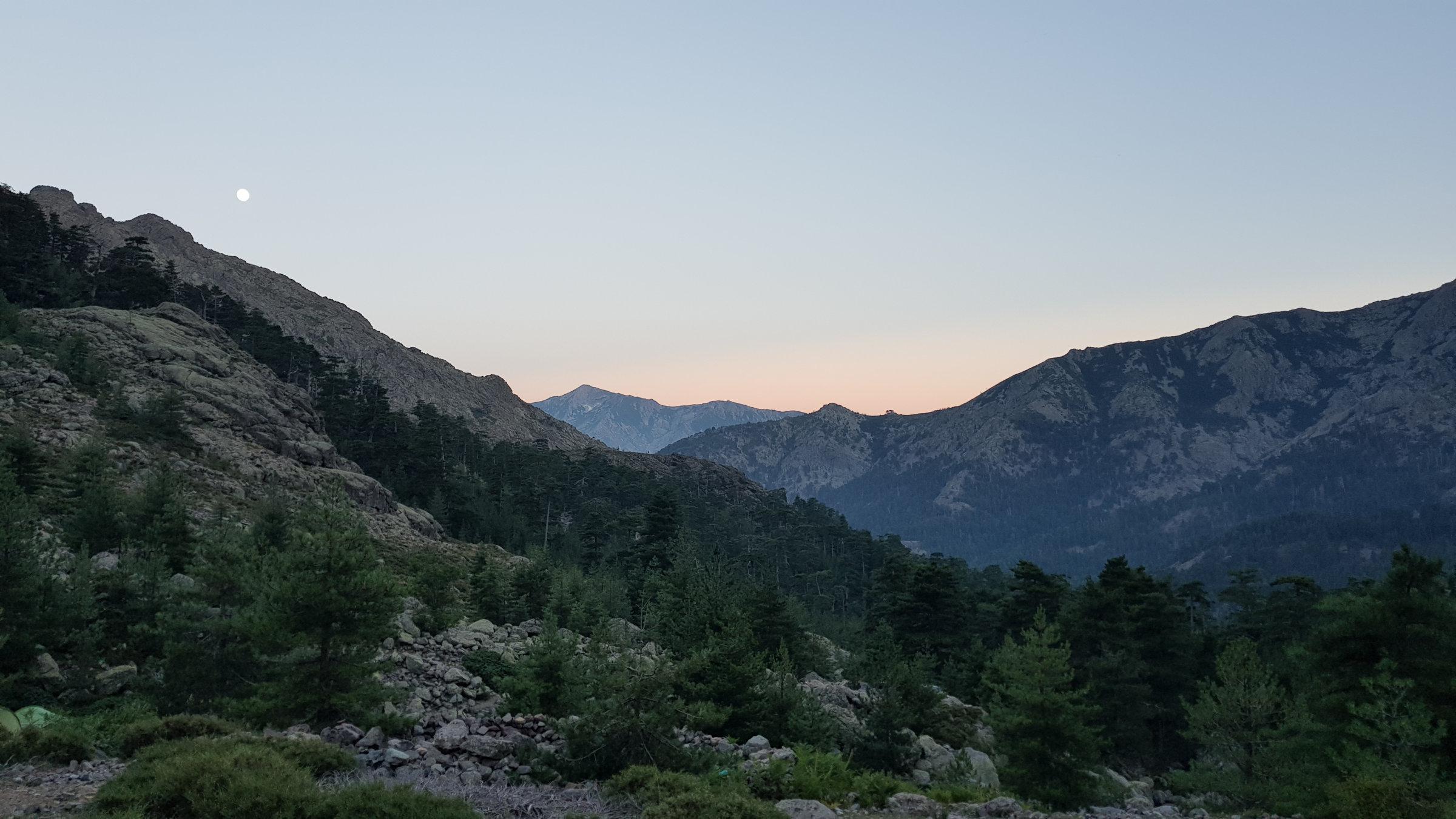 Sonnenuntergang an der Bergerie Ballone, Korsika, GR20 Weitwanderweg, Wandern, Berge, Frankreich