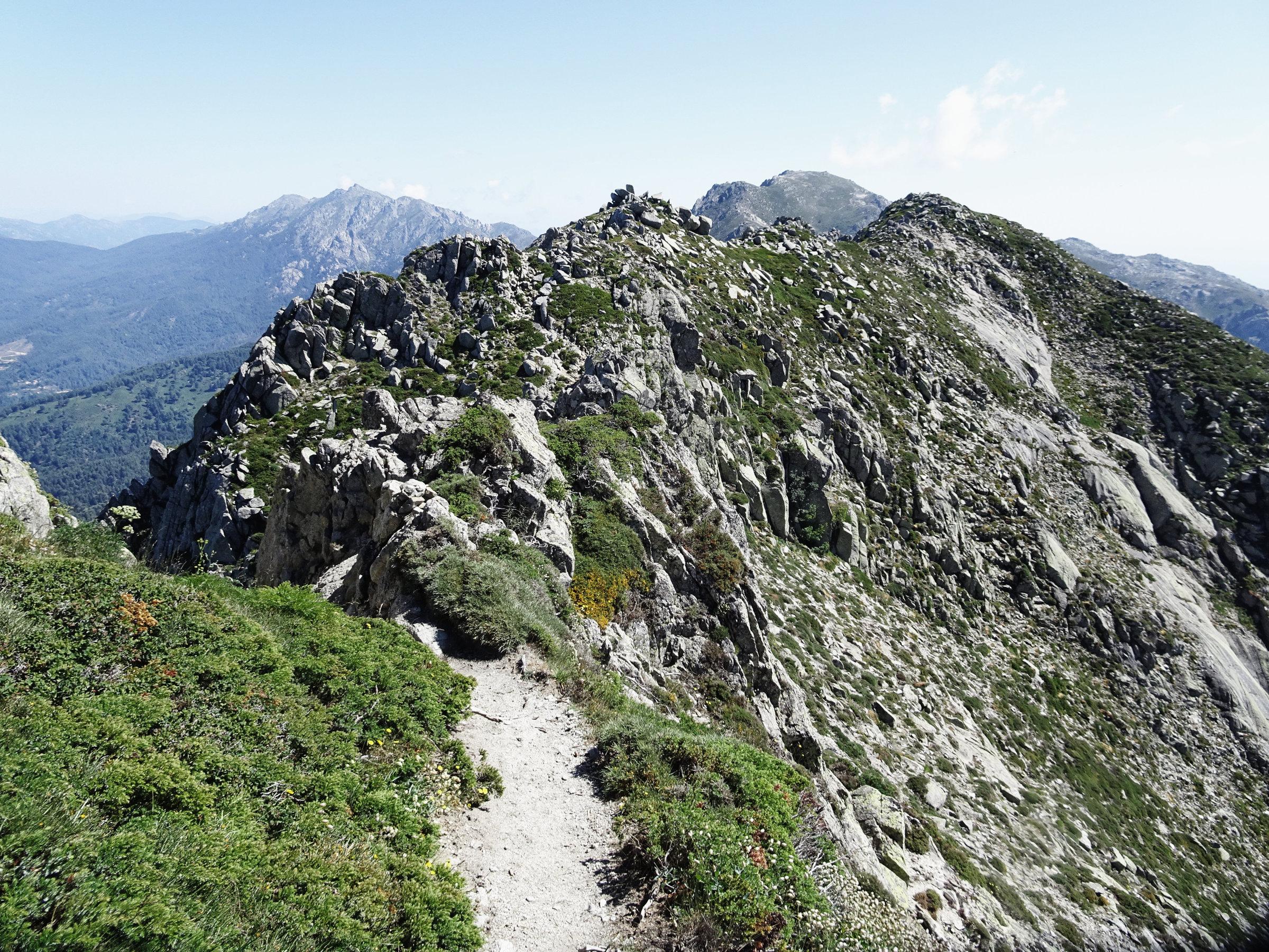 Auf dem Denkmalsgrat, Korsika, GR20 Weitwanderweg, Wandern, Berge, Frankreich