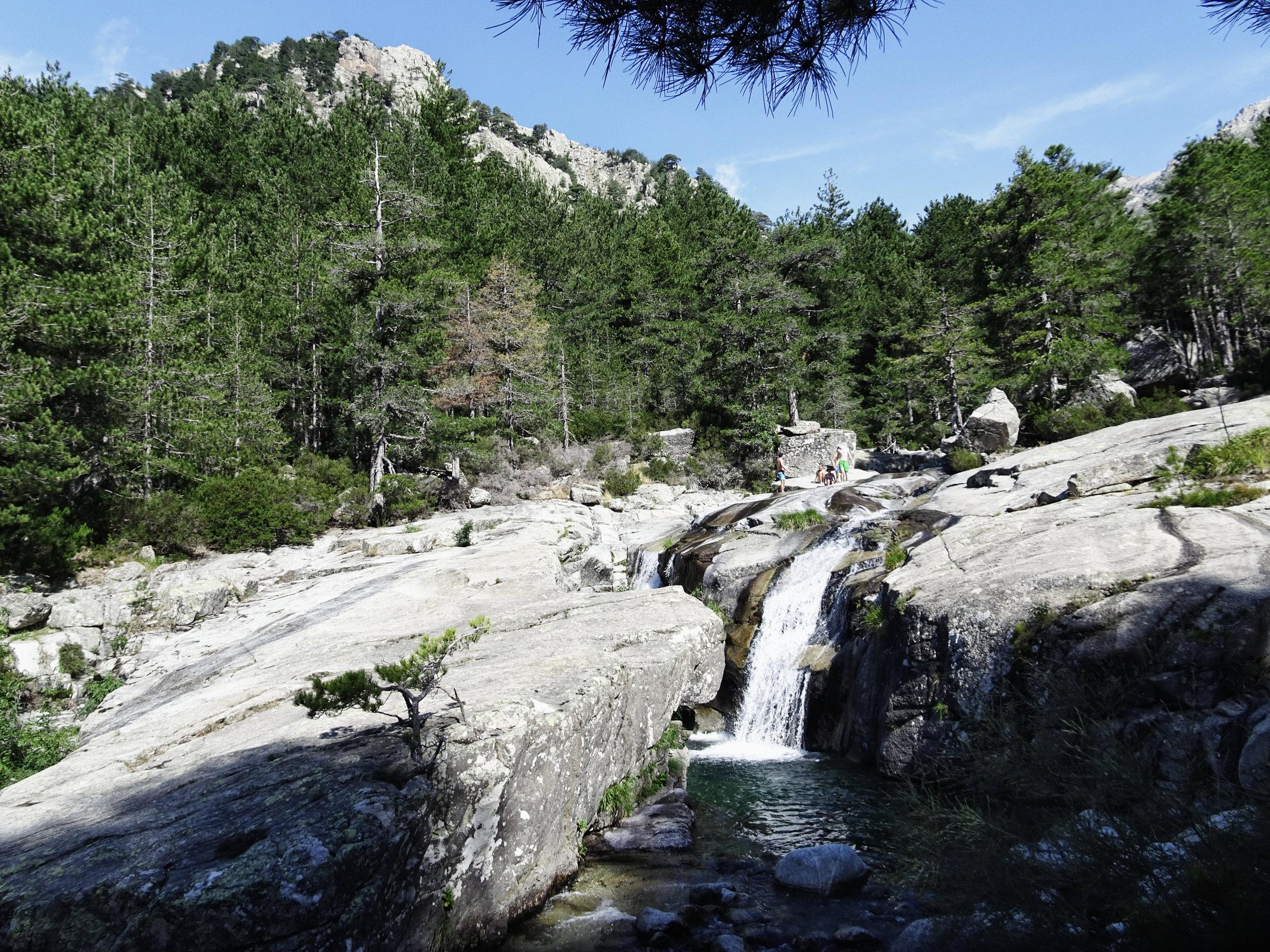Wasserrutschen und Badegumpen, Korsika, GR20 Weitwanderweg, Wandern, Berge, Frankreich