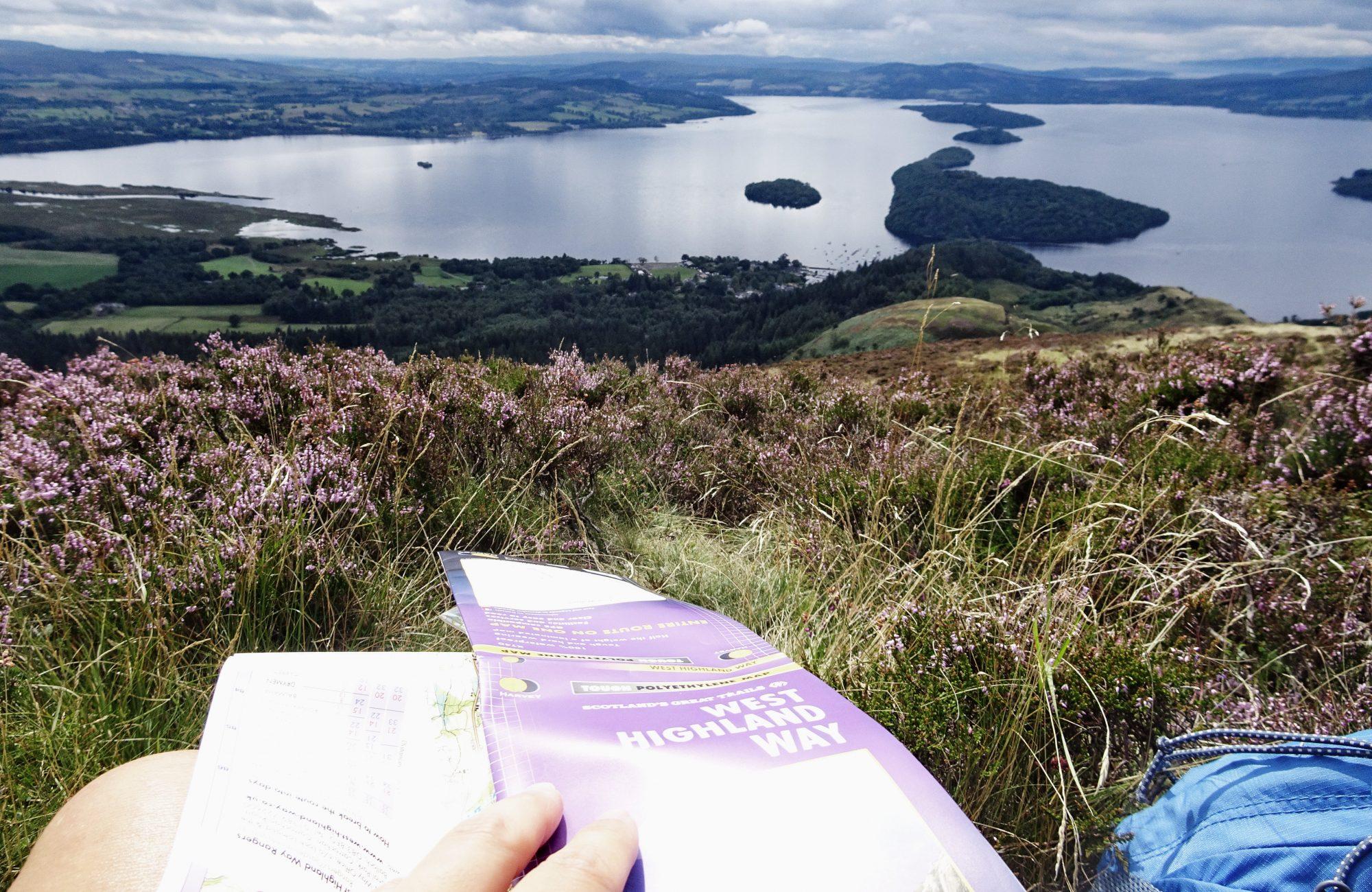 Sicht auf den Loch Lomond, Schottlands größtem Süßwassersee und den Highland Boundary Fault, West Highland Way, Schottland, Wanderung, Weitwandern, Trekking, Highlands