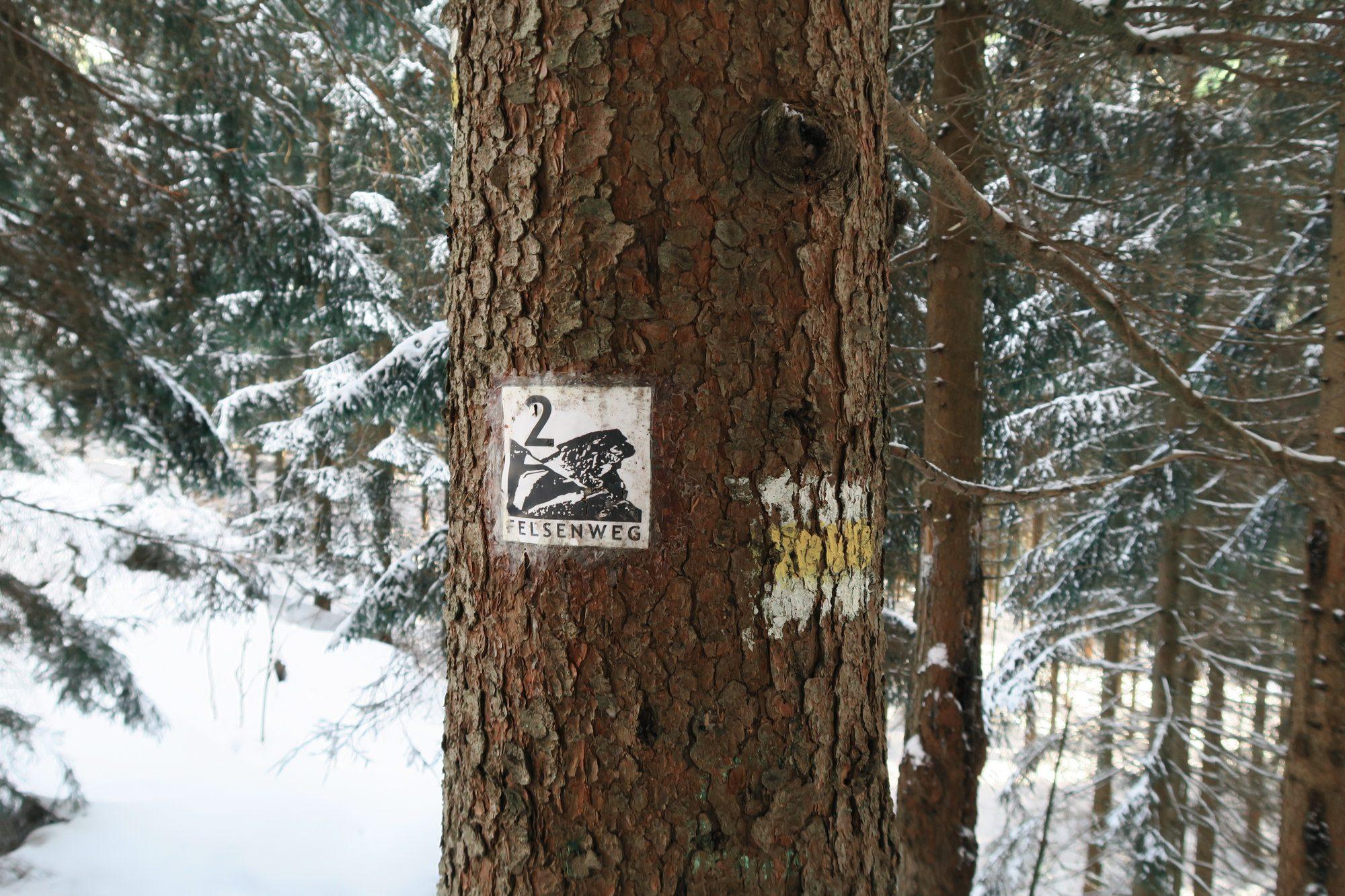 Wegmarkierung Felsenweg. Winterwandern im Vogtland, Felsenweg, Grünbach