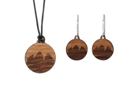 Fjella Drei Zinnen Schmuckset, Holzohrringe Berge, Holzkette, Bergschmuck aus Holz