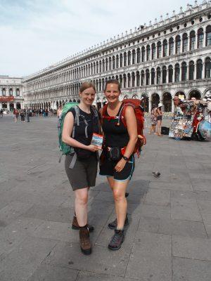 Start des Traumpfades Venedig-München am berühmten Markusplatz in Venedig