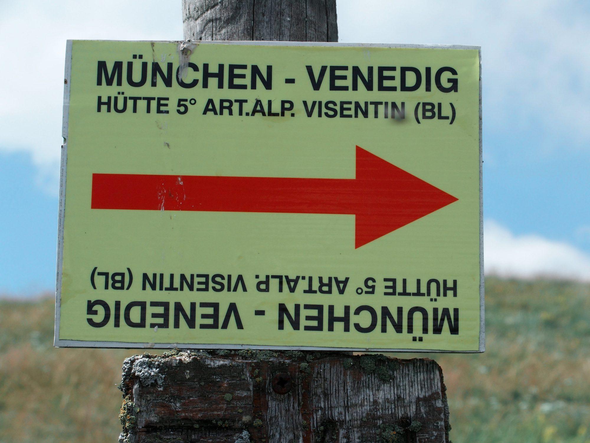 Wegweiser, Alpenüberquerung Traumpfad Venedig-München Weitwanderung