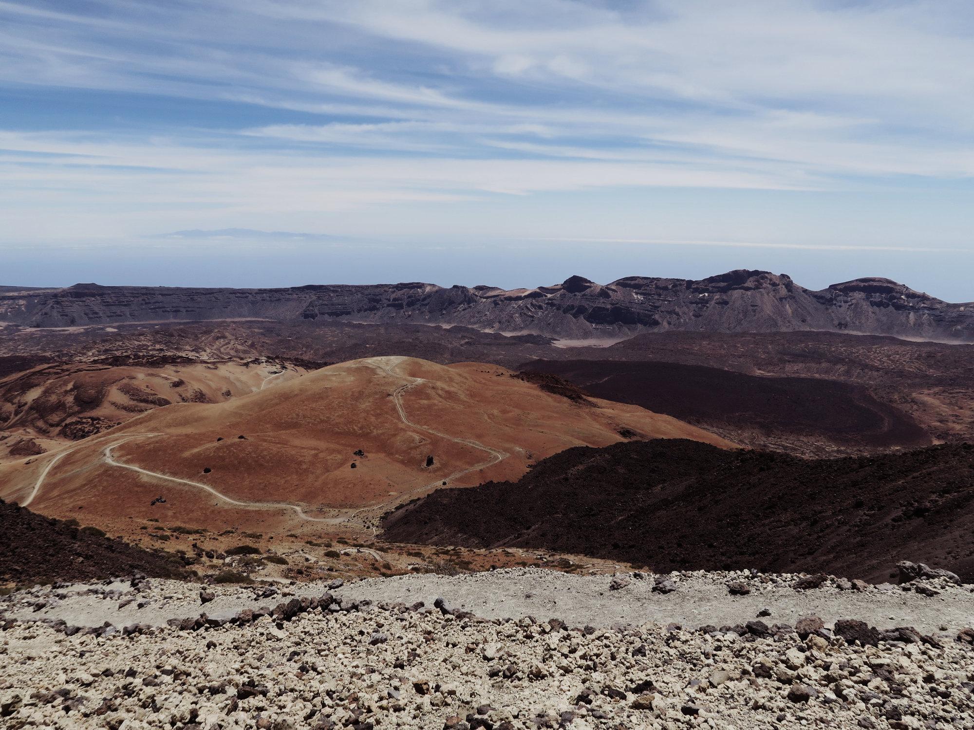 Blick zurück auf dem Montana Blanca Gipfel und den Caldera Rand, Teide Nationalpark, Teneriffa
