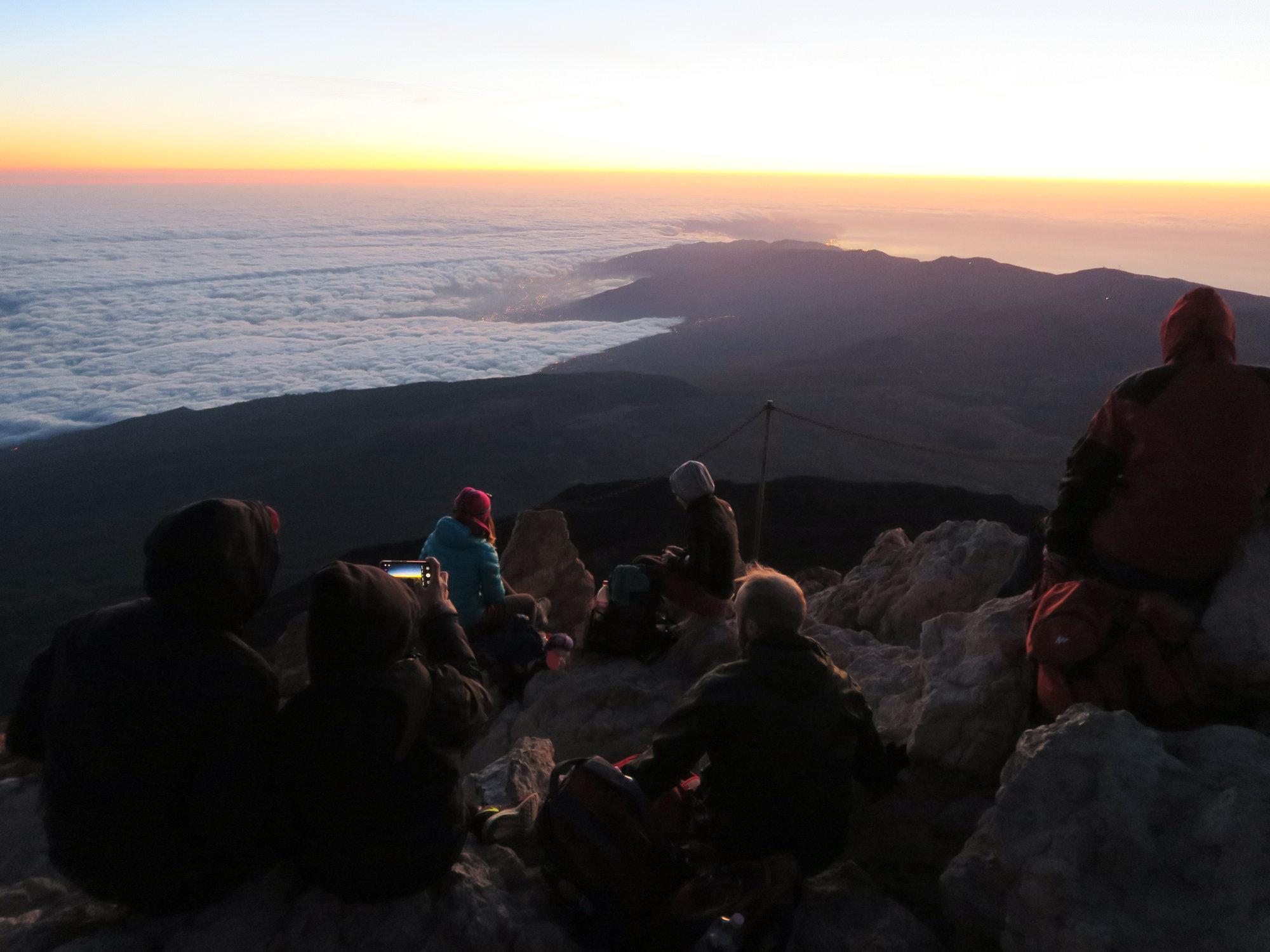 Ein voller Teide Gipfel bei Sonnenaufgang