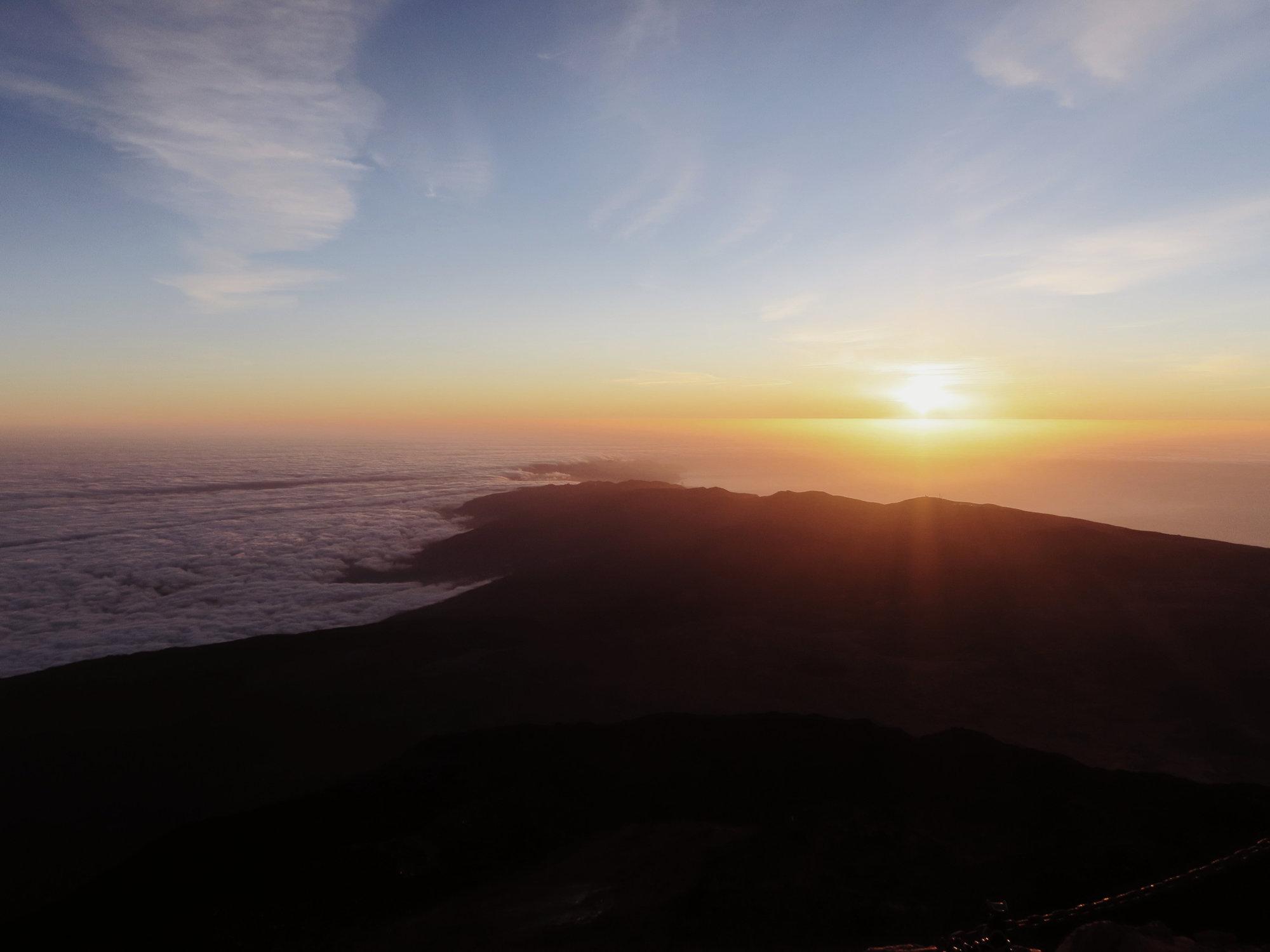 Sonne und Wolkenmeer am Teide Gipfel