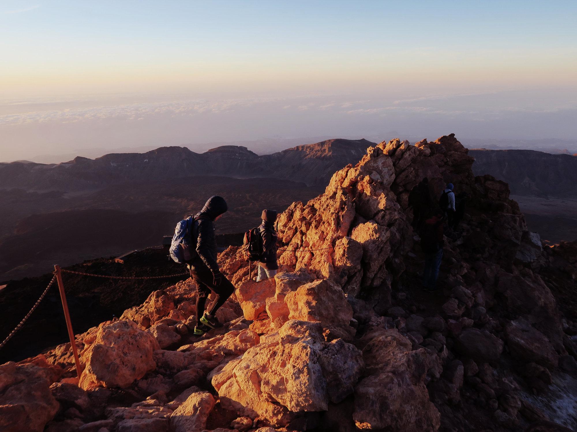 Der Abstieg vom Pico del Teide im goldenen Morgenlicht