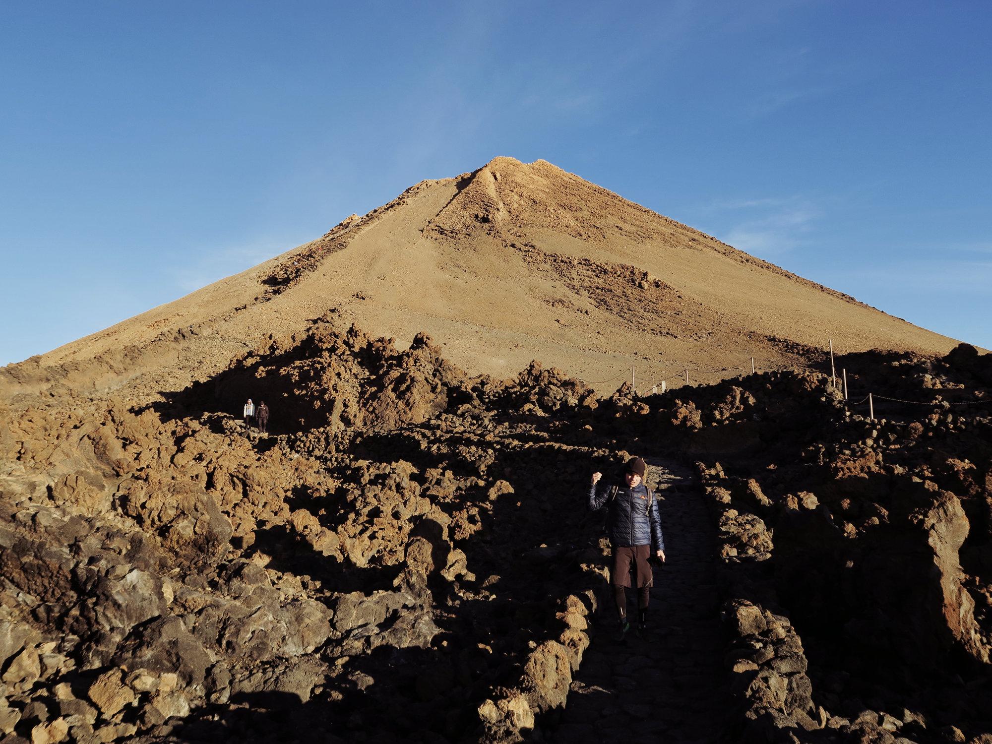 Der Teide Gipfel erstrahlt im Morgenlicht