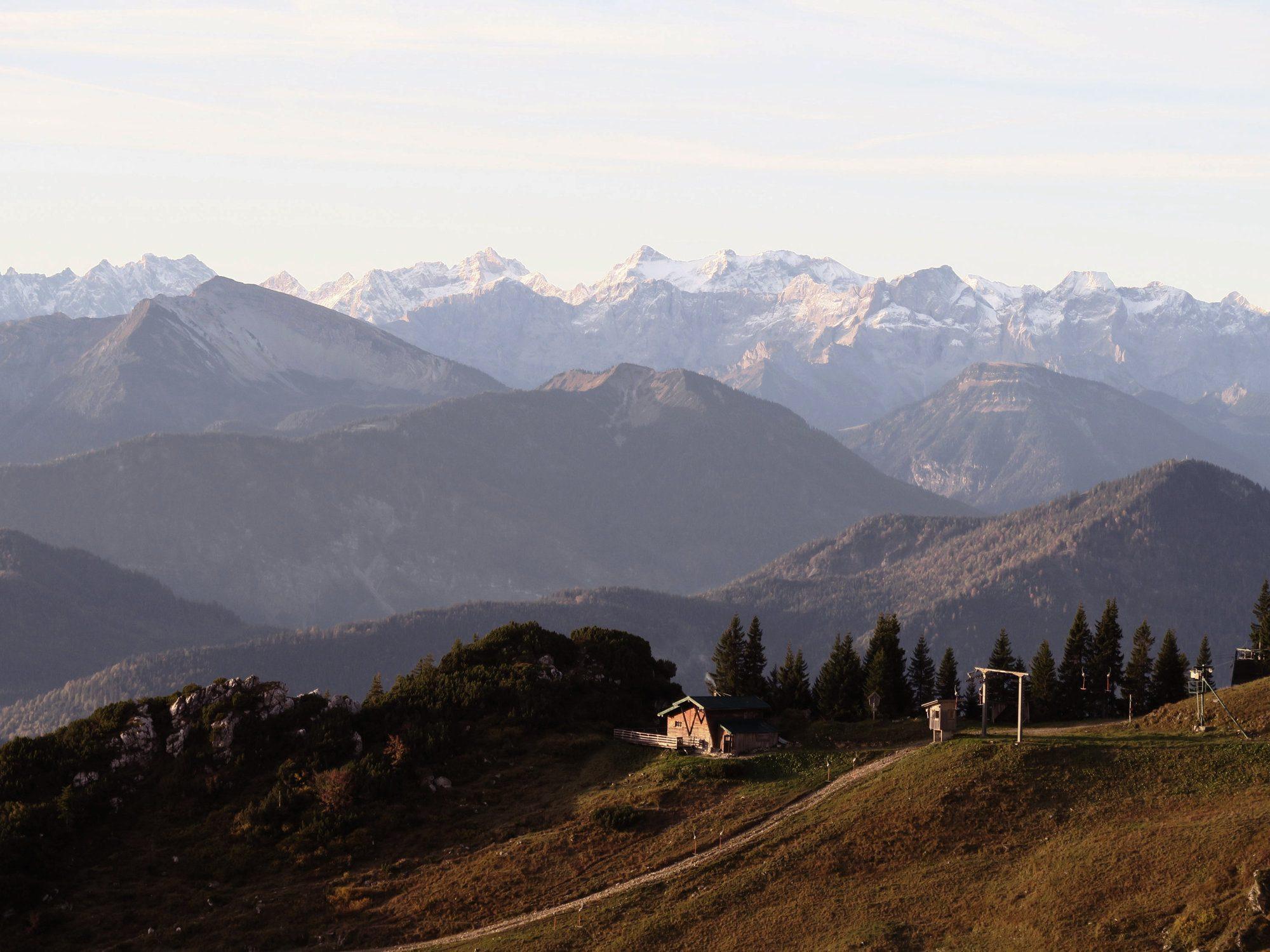Urige Almen und Alpenpanorama - Herbstwanderung am Brauneck