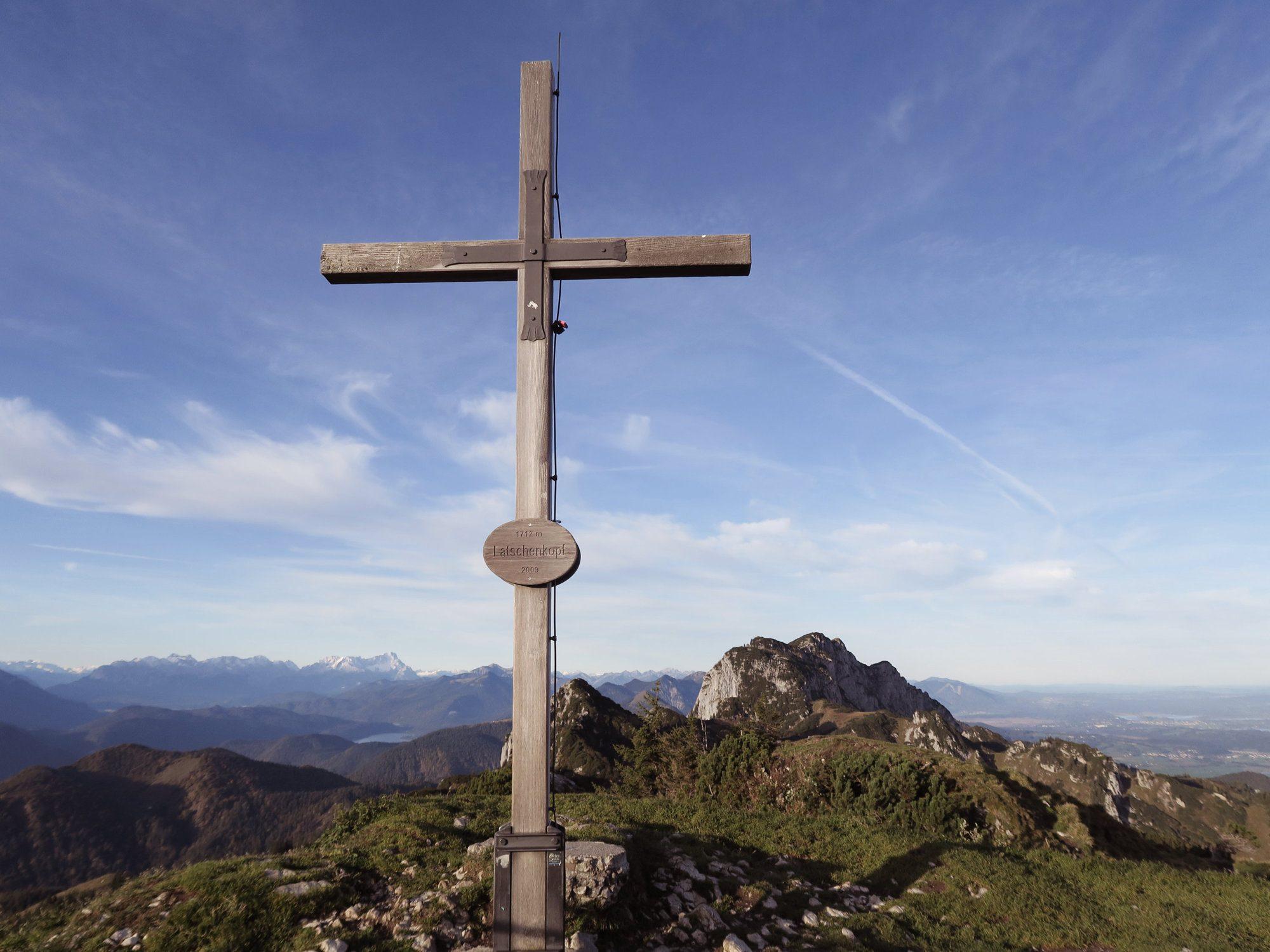 Gipfelkreuz Latschenkopf im Herbst