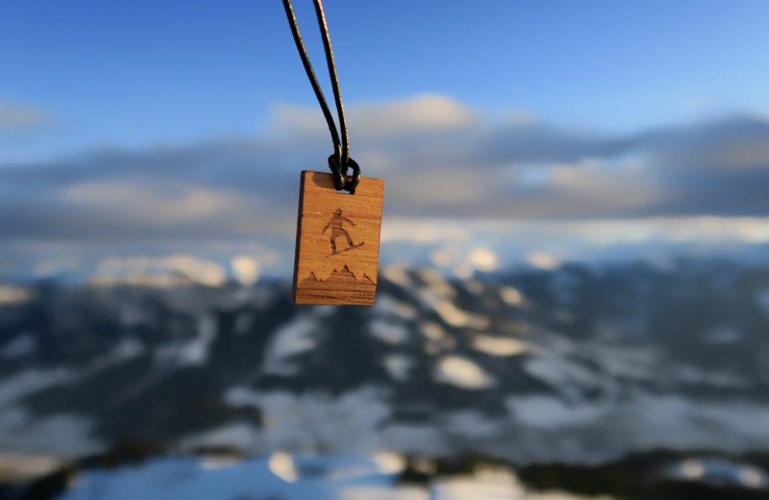 Fjella Snowboarder Holzkette Winter