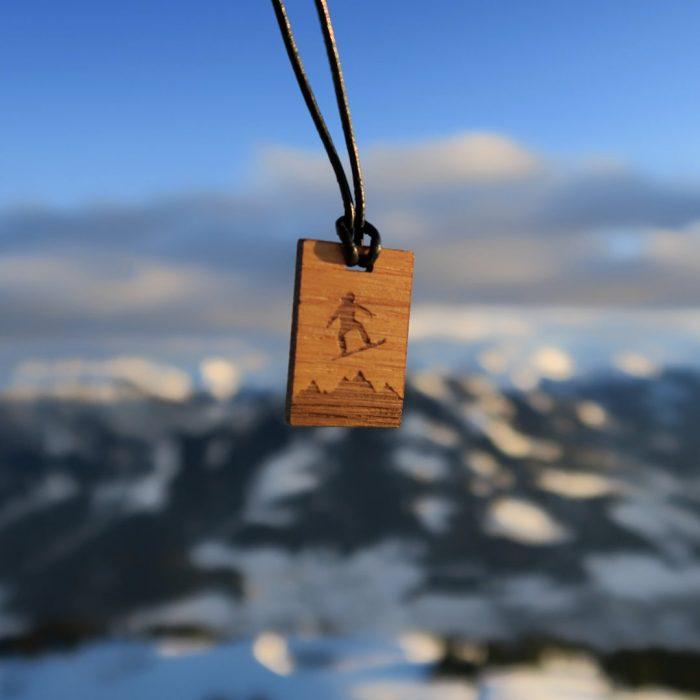 Holzkette Snowboarder Wilder Kaiser Webseite 2020