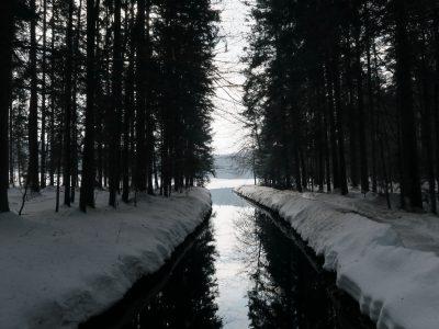 Kanal bei Spiegelau, Winterwandern durch die Steinklamm Schneeschuhwandern im Bayerischen Wald